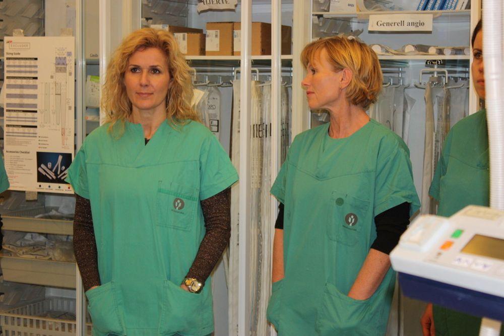 PÅ RIKSEN: Karita Bekkemellem (til h.) mener samarbeidet mellom legemiddelindustrien og helsevesenet må bli bedre. Her er hun på Rikshospitalet.