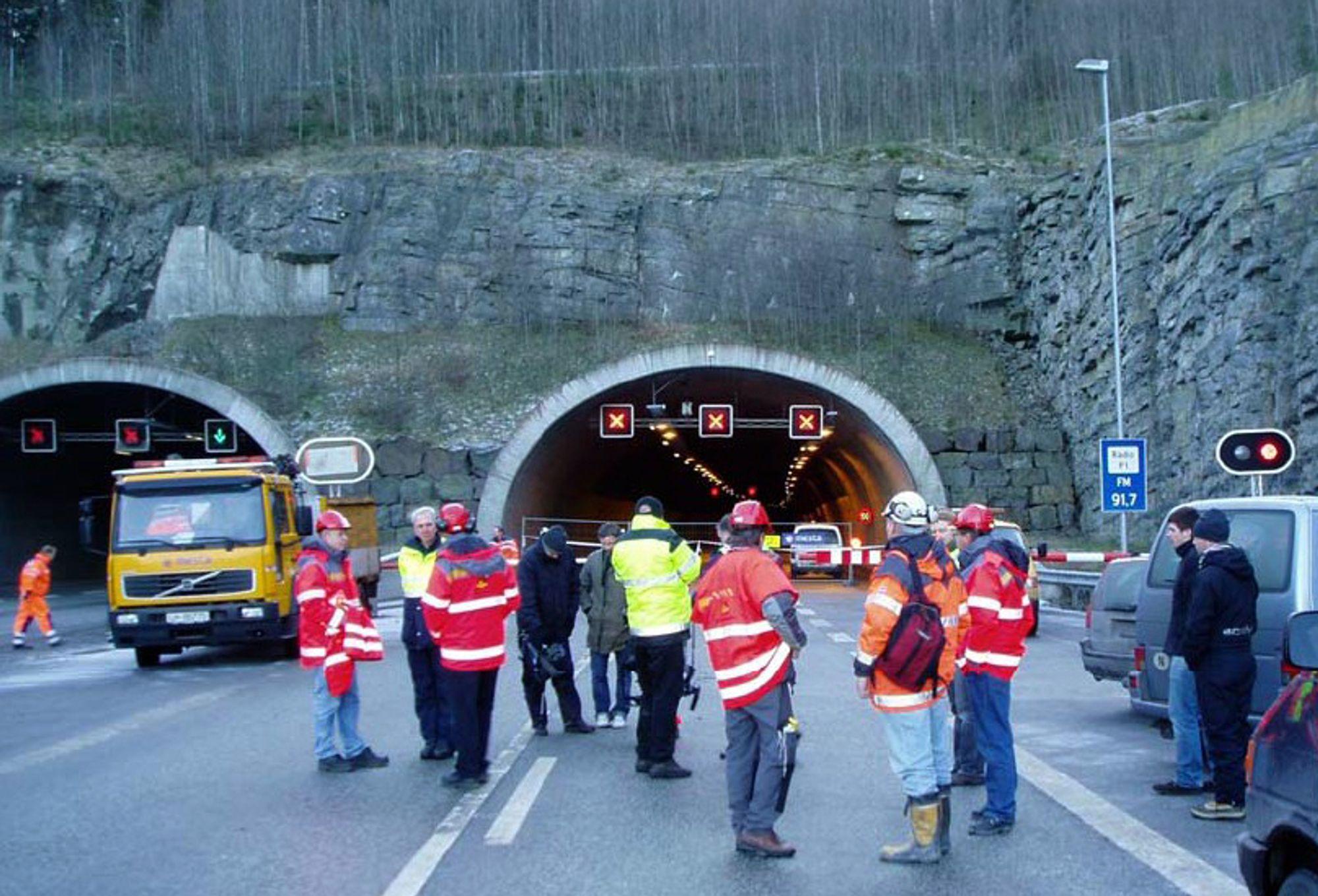 Ulykken i Hanekleiv-tunnelen har ført til forelegg både for Veidekke og Statens vegvesen.