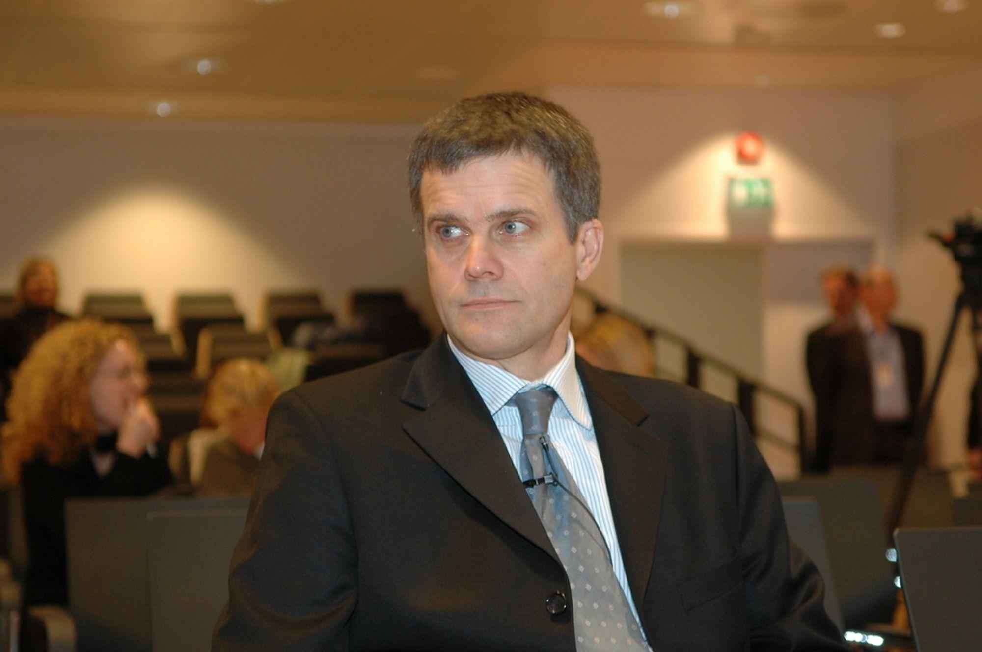 PENGEDRYSS: Konsernsjef Helge Lund i StatoilHydro mener at norske leverandørbedrifter har mye  hente i 2009. - Vi kommer til å investere for rundt regnet 40 milliarder i Norge i år, sier han.