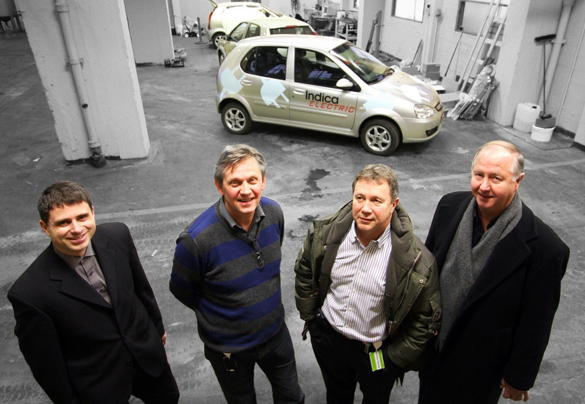 ENESTÅENDE: I januar neste år vil Herøya og Norge ha en av få fabrikker i verden som produserer litium-ion-batterier for biler. Fra venstre: Lars Ole Valøen, teknisk direktør i Miljø Innovasjon, Ivar Brynhildsvoll, administrerende direktør i Miljø Innovasjon, Bjørn Nenseth, direktør i Miljøbil Grenland og Harald Meland, markedssjef i Miljøbil Grenland.