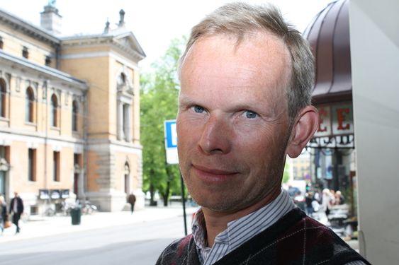 Tore Aarønæs, telekomanalytiker