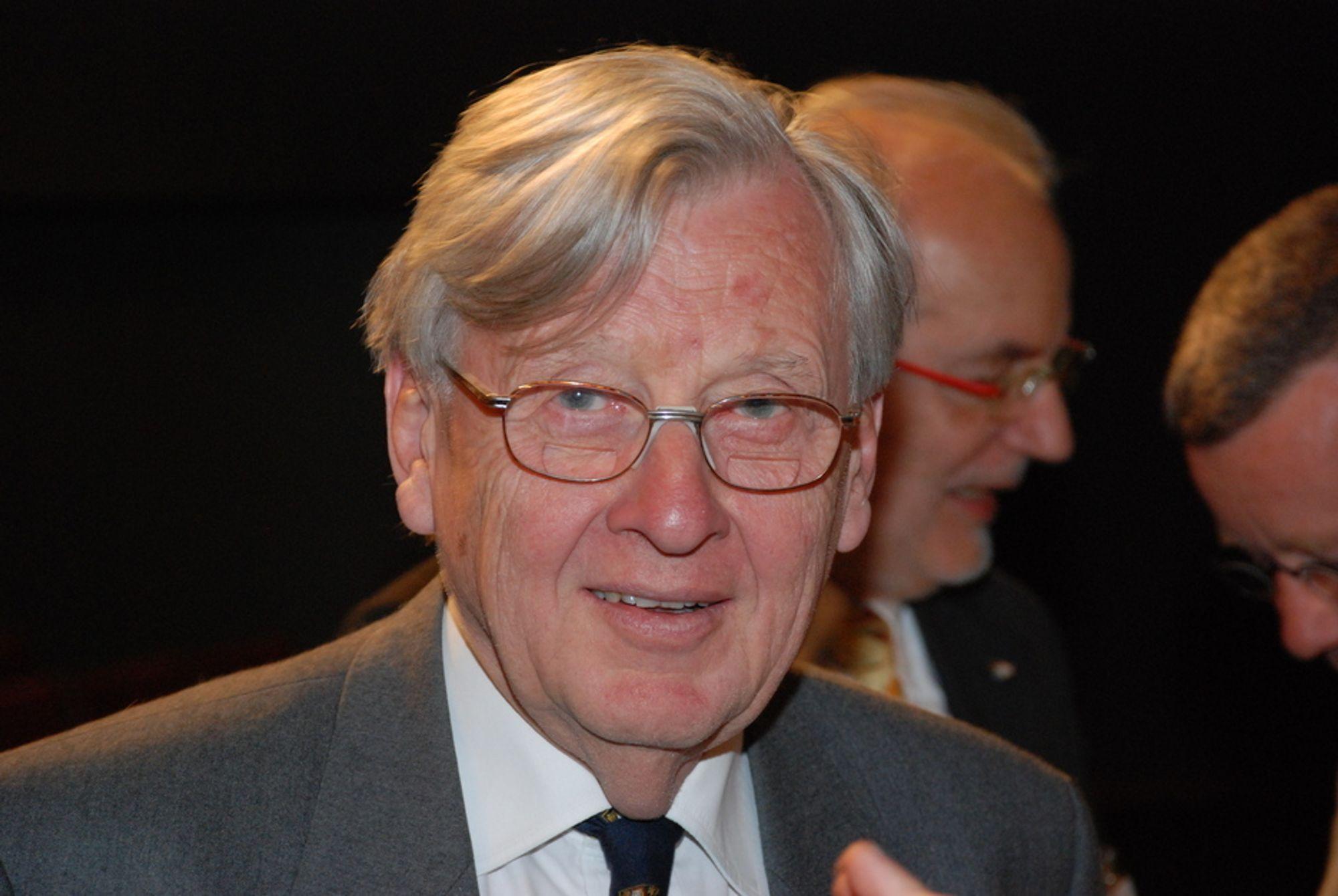 Colin Campbell, pensjonert britisk petroleumsgeolog, styreleder i ASPO, organisasjonen for studier av Peak Oil. Har tidligere jobbet for Fina og Amoco i Norge, og vært konsulent for Oljedirektoratet og Statoil.