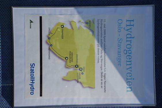Hydrogenvegen fra Oslo til Stavanger. En ny hydrogenpumpe på Økern i Oslo ble åpnet mandag 11. mai 2009.