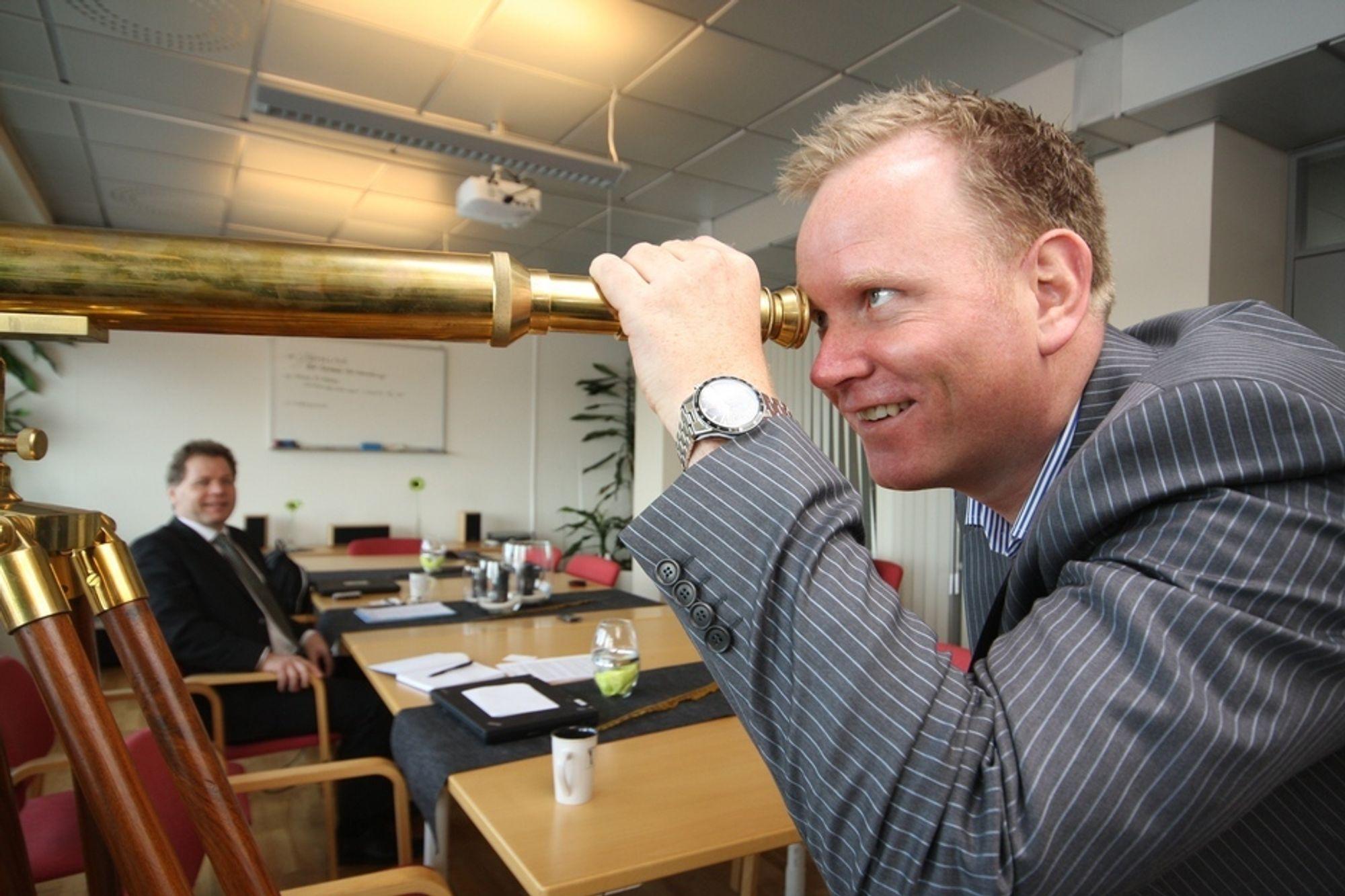Speider: Country manager Øyvind Stensby (nærmest) ser etter både partnere og kunder i nystartede Segmenta Norge, mens administrerende direktør Lars Damgaard satser på sterk vekst.