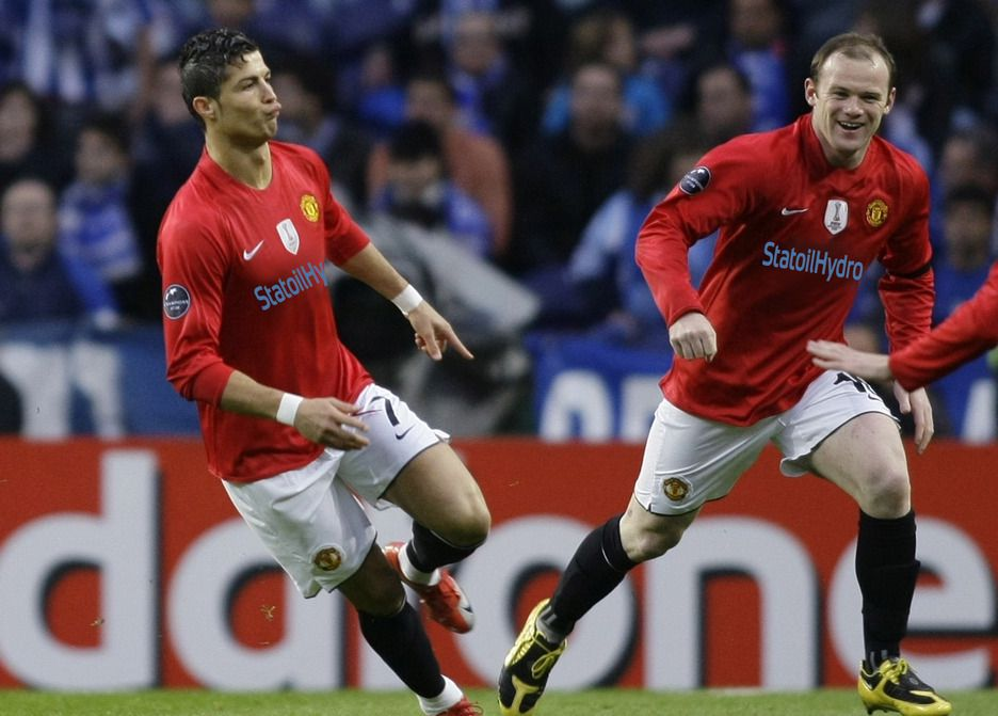 Cristiano Ronaldo, Wayne Rooney og resten av United-stjernene kunne fått norsk hovedsponsor om StatoilHydro hadde takket ja. (Bildet er manipulert)