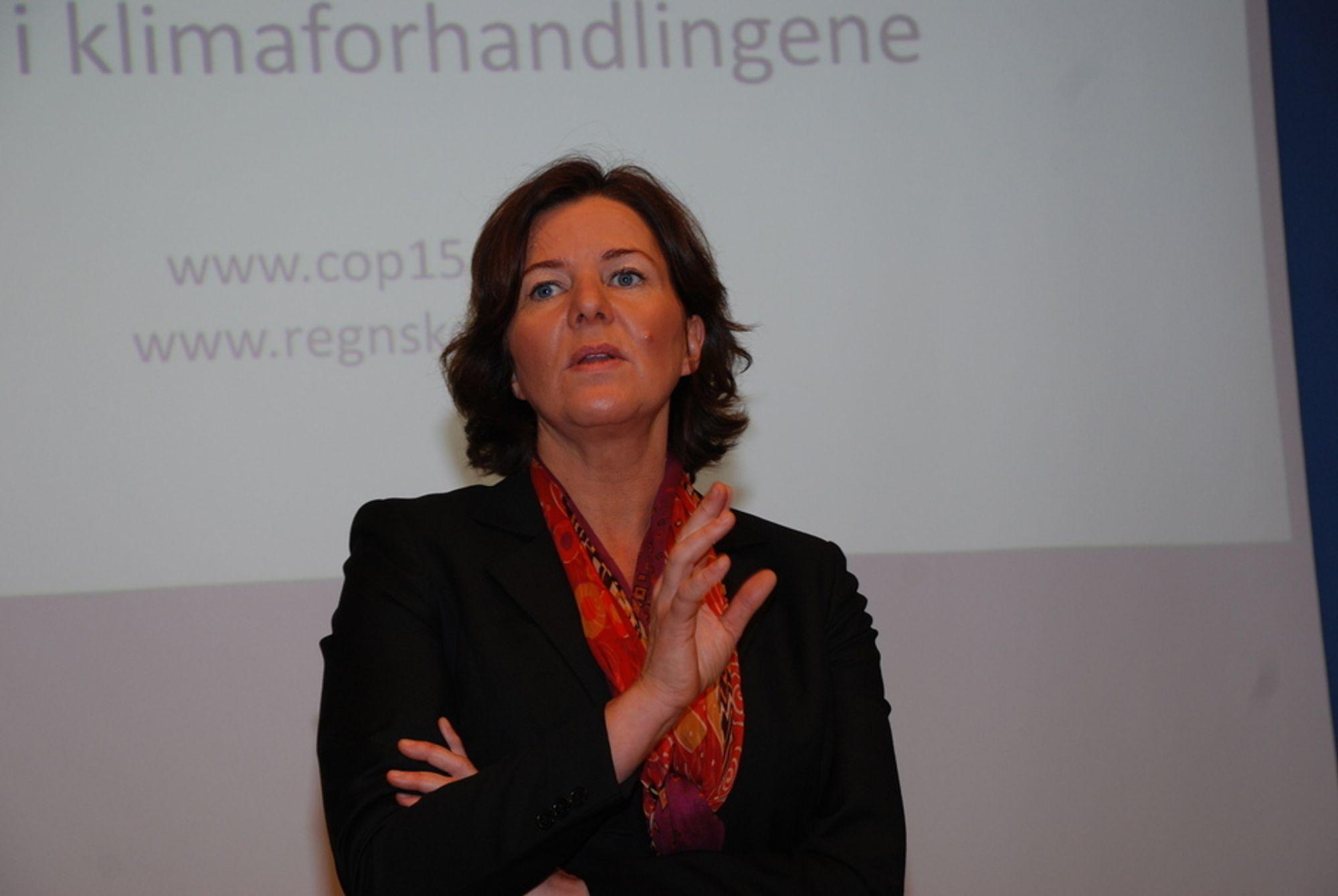 PENGER PÅ BORDET: ¿ Finansiering tror jeg, for å være nøktern, er noe av det siste vi kommer til å få på plass, sier Norges klimaforhandler i København og Norges nye arbeidsminister Hanne Bjurstrøm.