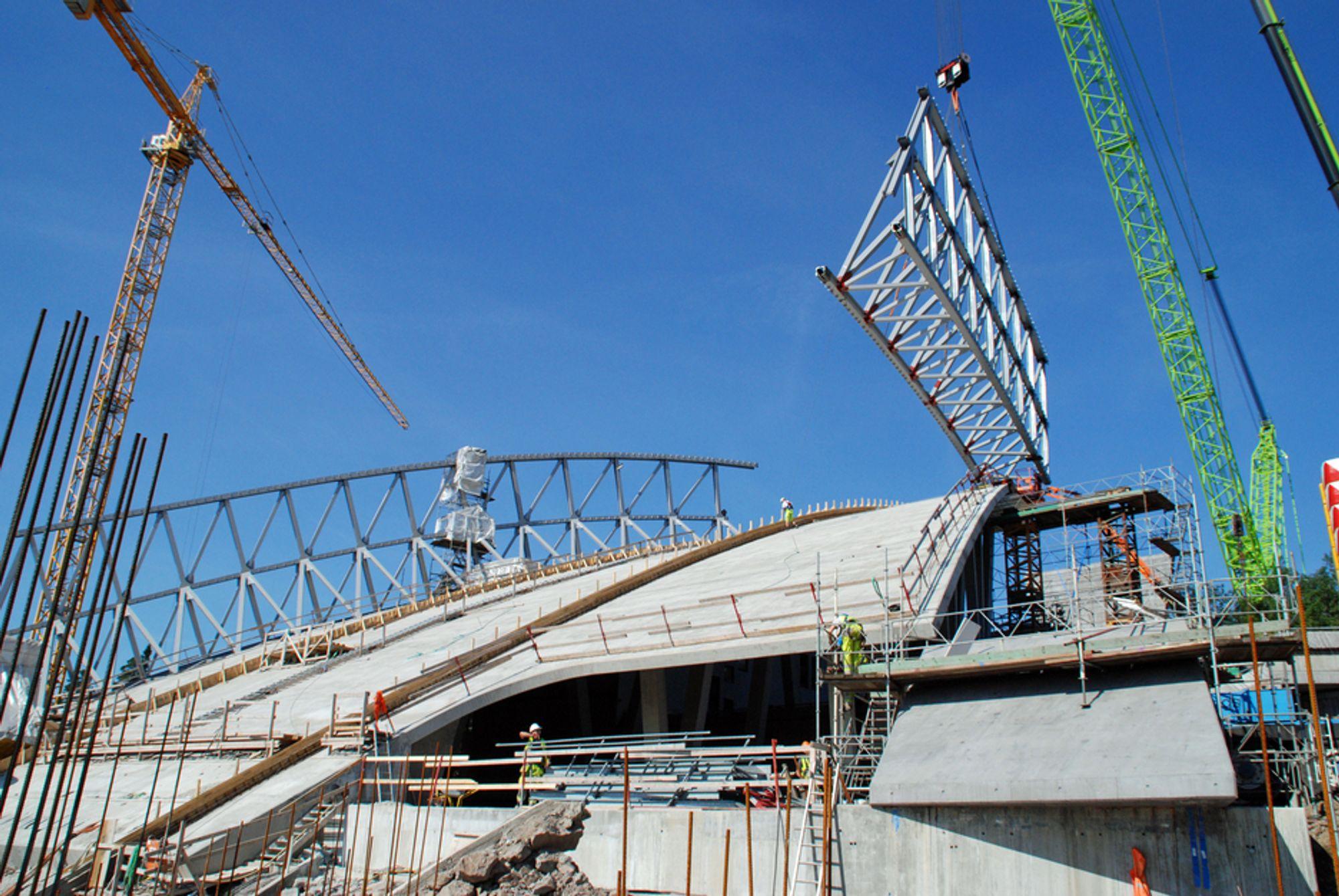 Holmenkollen, Kollen, Holmenkollenprosjektet, stålkonstruksjon, kulskall, stål, Holmenkollen Fyr. Bilde tatt 07.08.09