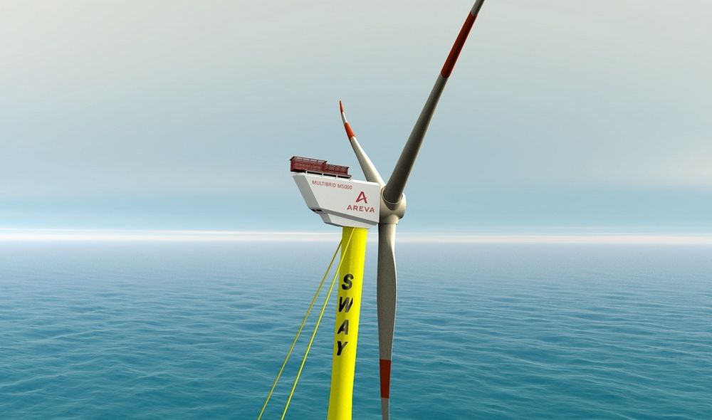 """""""BAKLENGS"""": Sways turbin fungerer slik at vinden kommer inn """"baklengs"""", altså fra venstre mot høyre på dette bildet. Rotorbladene er 116 meter i diameter, så hele tårnet krenger bakover. Men det gjør faktisk vinkelen på rotoren mer gunstig."""