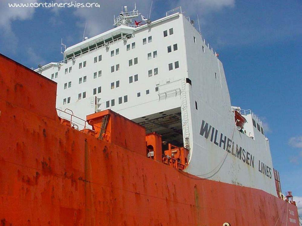 FLAGGER UT: Fordi skipsfarten møter bedre forståelse og får bedre vilkår utenlands, flytter rederiene ut. Da må også Veritas vurdere utflytting, sier selskapets ledelse. FOTO: WILHELMSEN