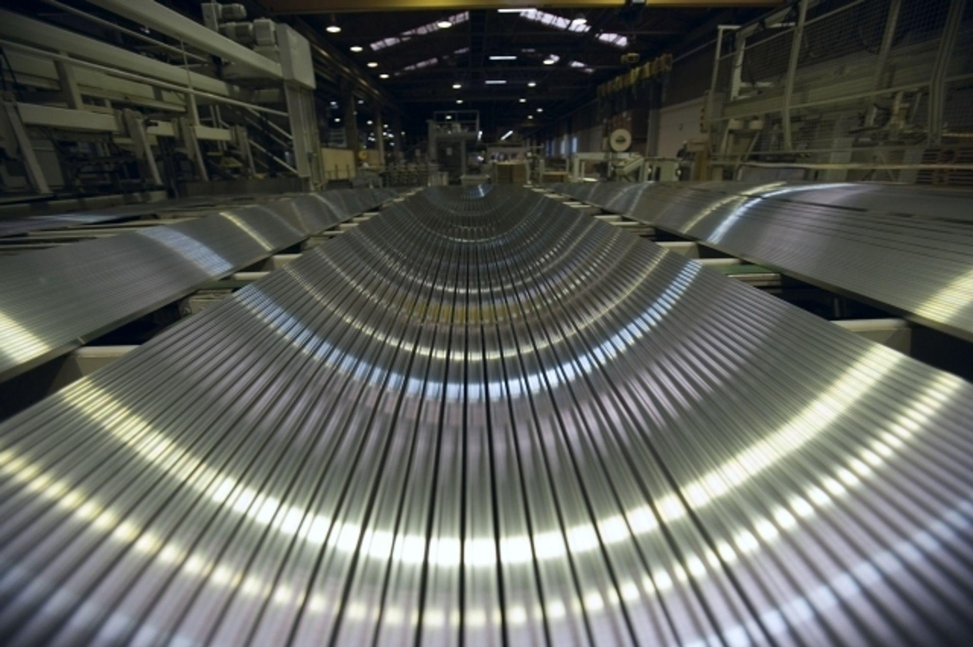 Hydro vurderer nå å kutte i aluminiumsproduksjonen som følge av det dramatiske fallet i etterspørsel.