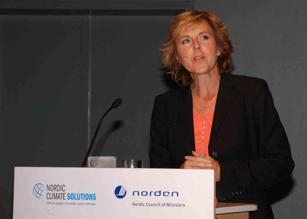 - Alt kommer ikke til den som venter. Vil Norden være med på dette, må vi satse nå, sier danskenes klima- og energiminister Connie Hedegaard. En mengde land posisjonerer seg innen fornybar energi, og Norden bør følge med, mener hun.
