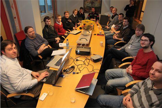 Motiverte deltagere på IE6-dugnadens første møte mandag 16. mars 2009.