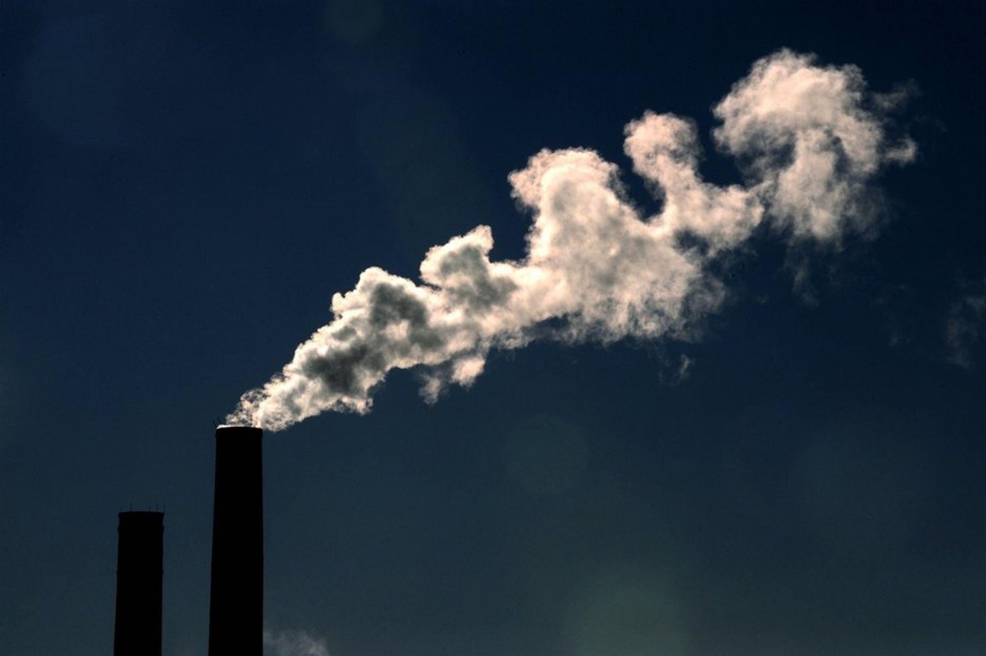KOMMER FRA ENERGIPRODUKSJON: Metan er en mange ganger sterkere drivhusgass enn CO2, og stammer blant annet fra våtmarksområder, fra husdyr og fra kull- og gassproduksjon..
