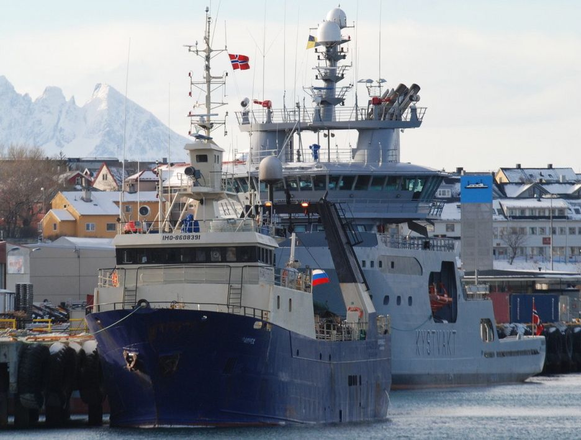 Arkivbilde av den russiske tråleren Koralnes som fredag morgen skal være i ferd med å synke utenfor kysten av Troms. Bildet er tatt i mars 2008 etter at tråleren ble oppbarkt av Kystvakten og ført til land i Bodø.