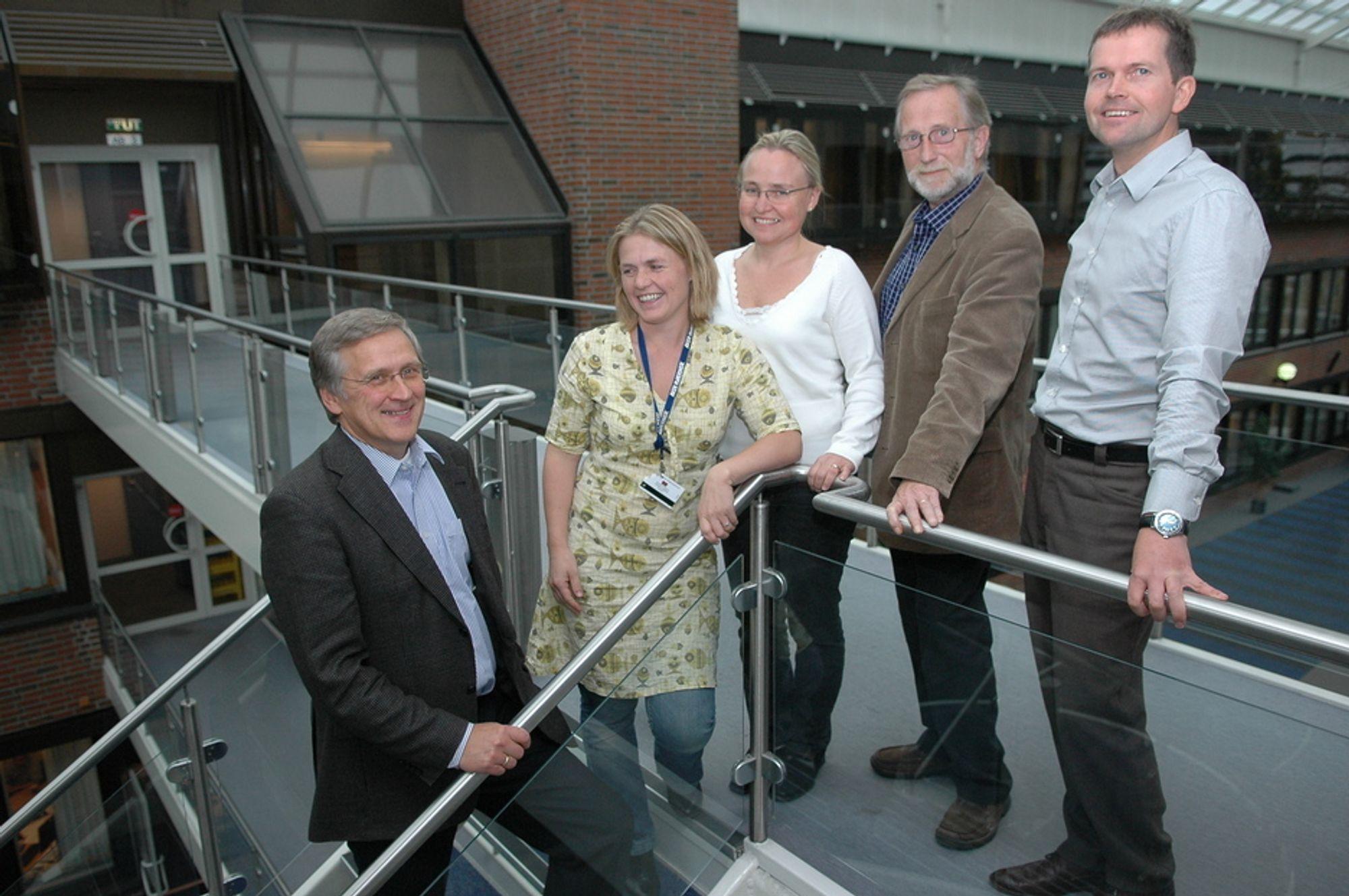 UTVIKLET TESTANLEGGET: Denne gjengen utviklet tesanlegget for Aker Clean Carbon. Fra venstre Oscar Graff, Vibeke Andersson, Ann-Helen Haaland, Svein Klemetsen og Knut Sanden.