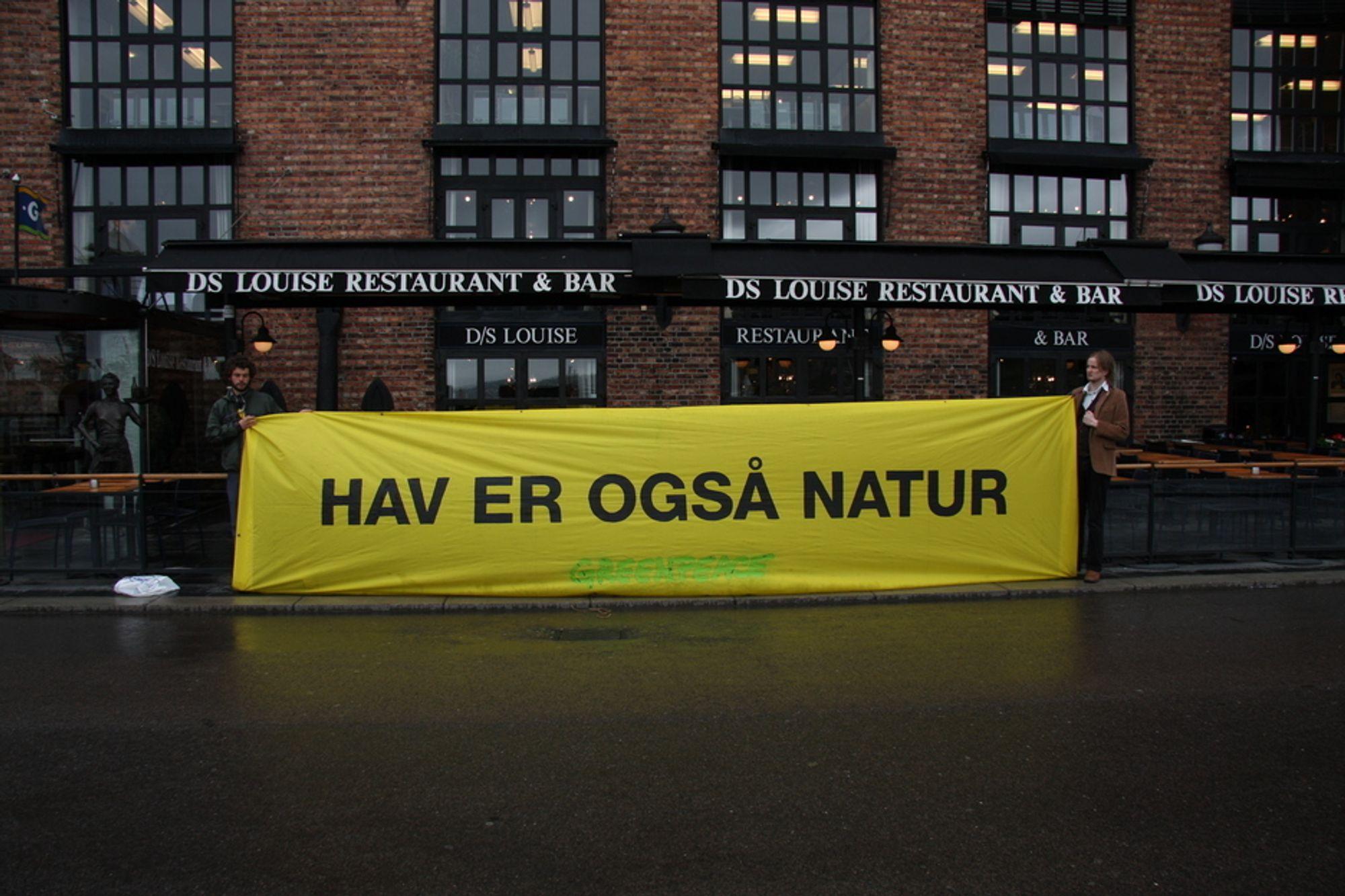 KAMP OM HAVET: Greenpeace demonstrerer som ventet mot oljeleting ved Jan Mayen. Sp vil lete, men SV vil ikke.