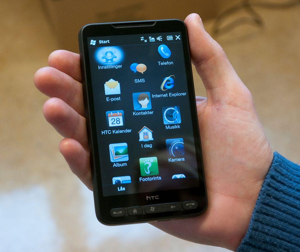 HJELPER TIL:HTCs nye HD2 er telefonen som virkelig kommer til å sette Windows Mobile 6.5 på kartet. Med 4,3 tommers skjerm (kapasitiv trykkfølsom som tillater multitouch), 1 GHz prosessor og 11 mm tykkelse er den utvilsomt den tøffeste telefonen på markedet.