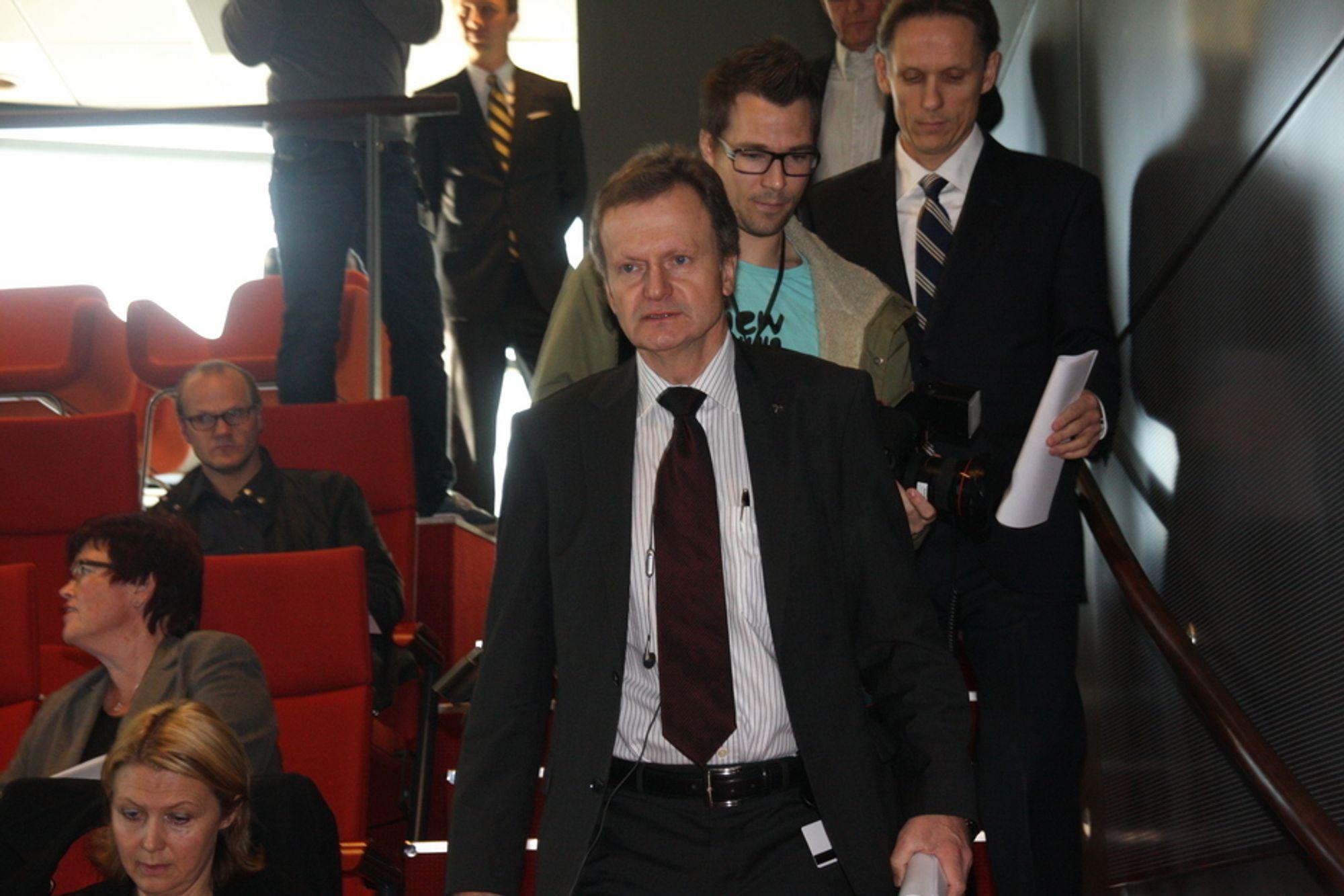 Telenors konsernsjef Jon Fredrik Baksaas vet ikke helt hvordan konflikten med Farimex skal løses. Og Farimex har ingen planer om å trekke sitt søksmål.