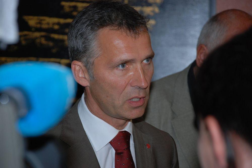 Statsminister Jens Stoltenberg har kun 28 prosent av Arbeiderpartivelgerne på ja-siden i spørsmålet om oljeboring i Lofoten og Vesterålen.