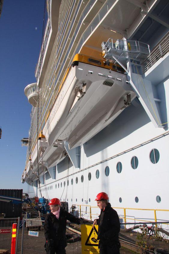NYE: Umoe Schat Harding har utvuiklet en helt ny type livbåt til Oasis of the Seas. Hver kan ta 370 passasjerer.