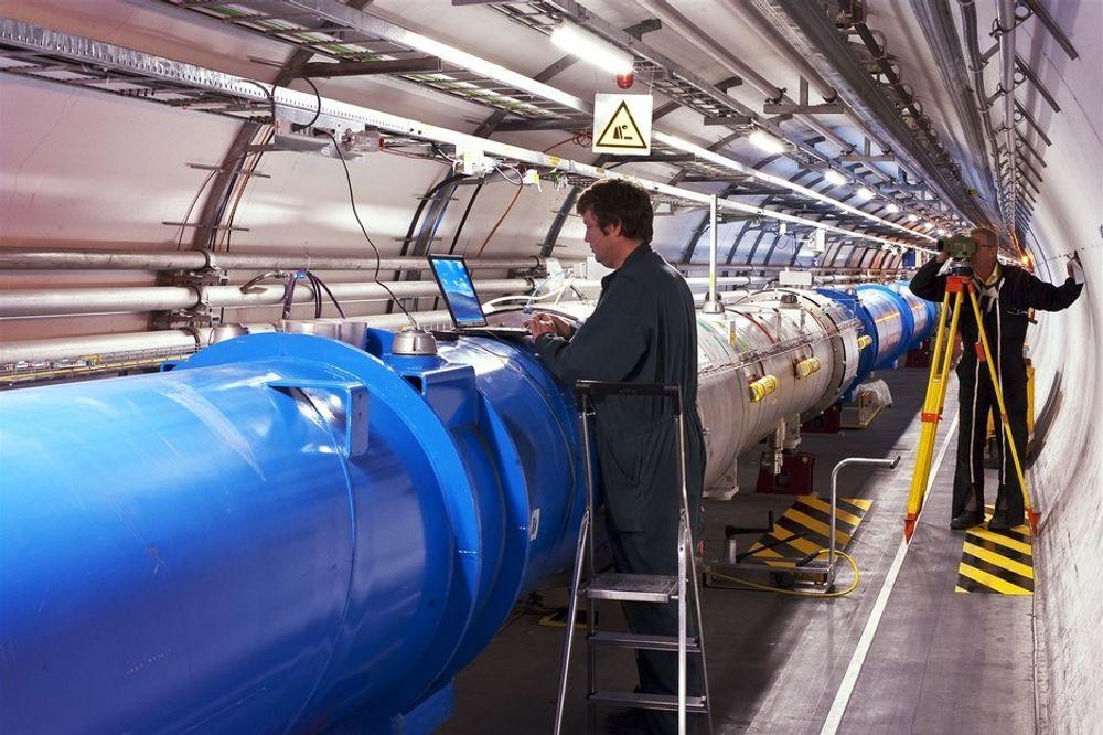 Partikkelakseleratoren under bakken i Sveits har endelig nådd ønsket temperatur igjen. 1,9 Kelvin er kaldere enn ytterst i verdensrommet.