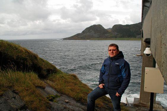 FØRST UT: Energiingeniør Svein Vassbotn i Tussa ser frem til å få kraft fra bølgene inn på høyspentnettet.  Tussa Vattenfall Maren bølgekraft Runde bølgekraftverk Seabased