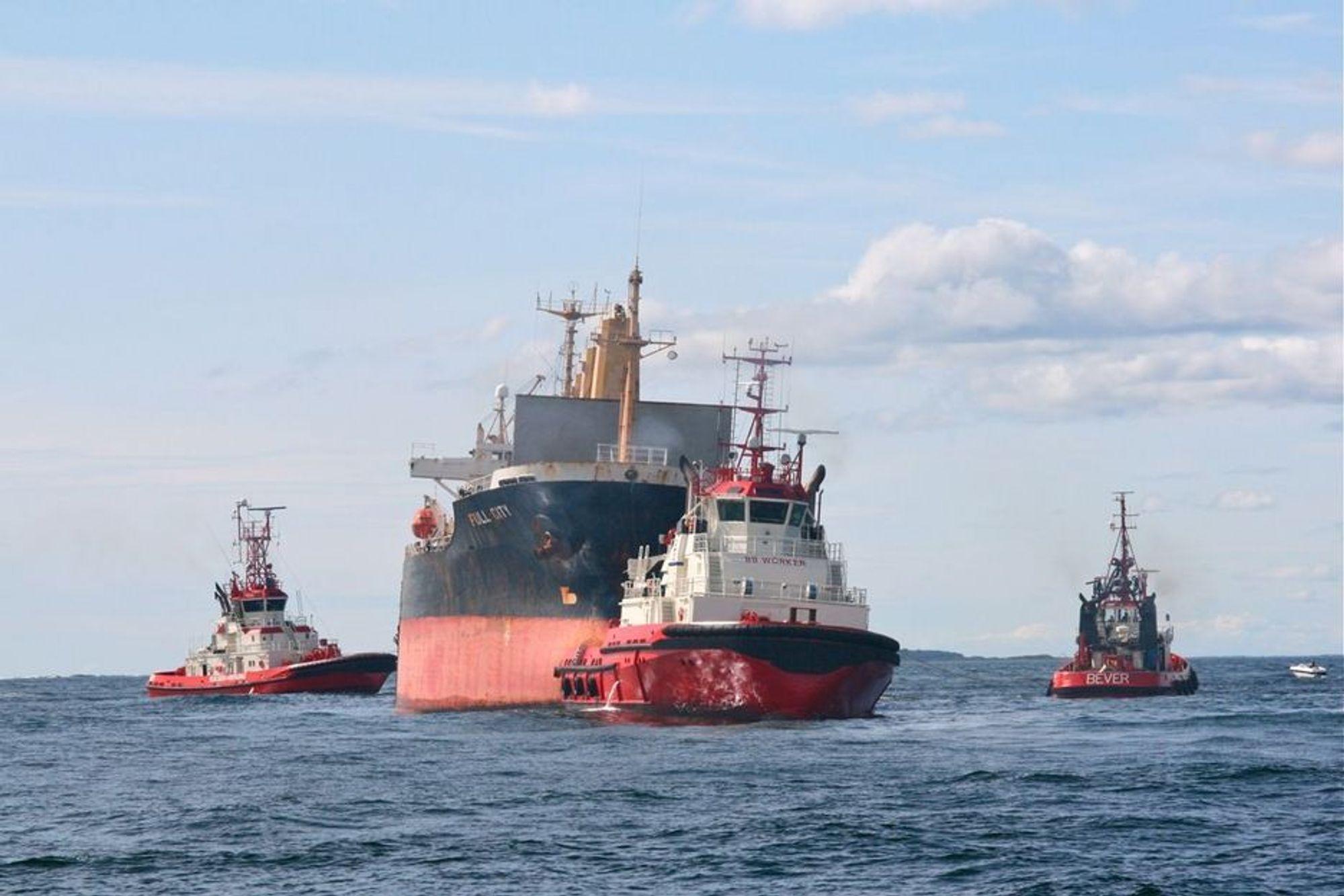 Full City ble slept av grunnen ved Såstein mandag 17. august. Tre slepebåter var med i arbeidet, ledet av Smit Salvage og Buksér og Berging. Full City grunnstøtte natt til fredag 31. juli 2009.