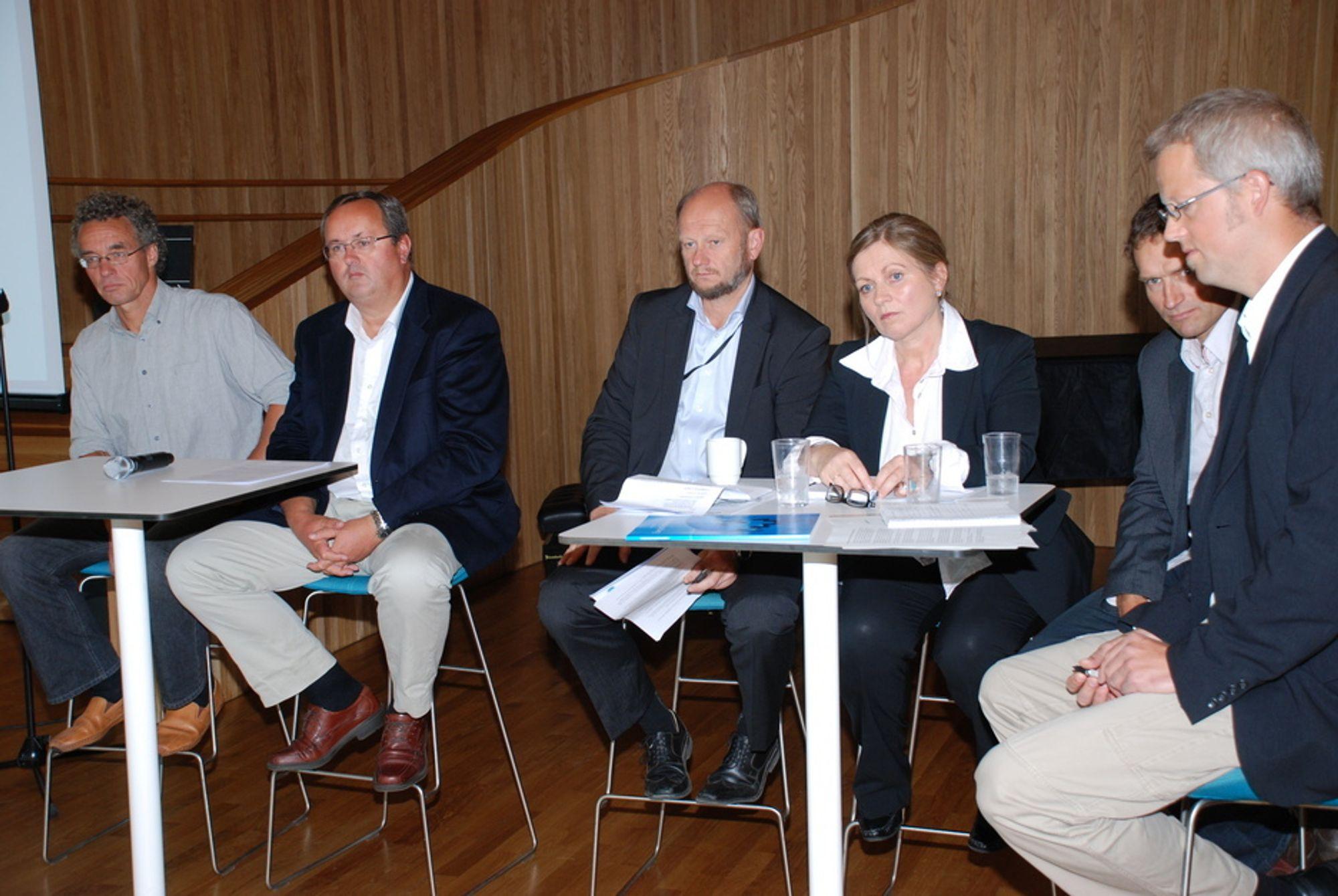 Fornybaralliansen består av Norsk Industri, Energibedriftenes Landsforening (EBL), Framtiden i våre hender, WWF Norge, Naturvernforbundet, Kirkens Nødhjelp og Forum for Utvikling og miljø. 17. august 2009 lanserte de ni klimakrav til politikerne før valget.
