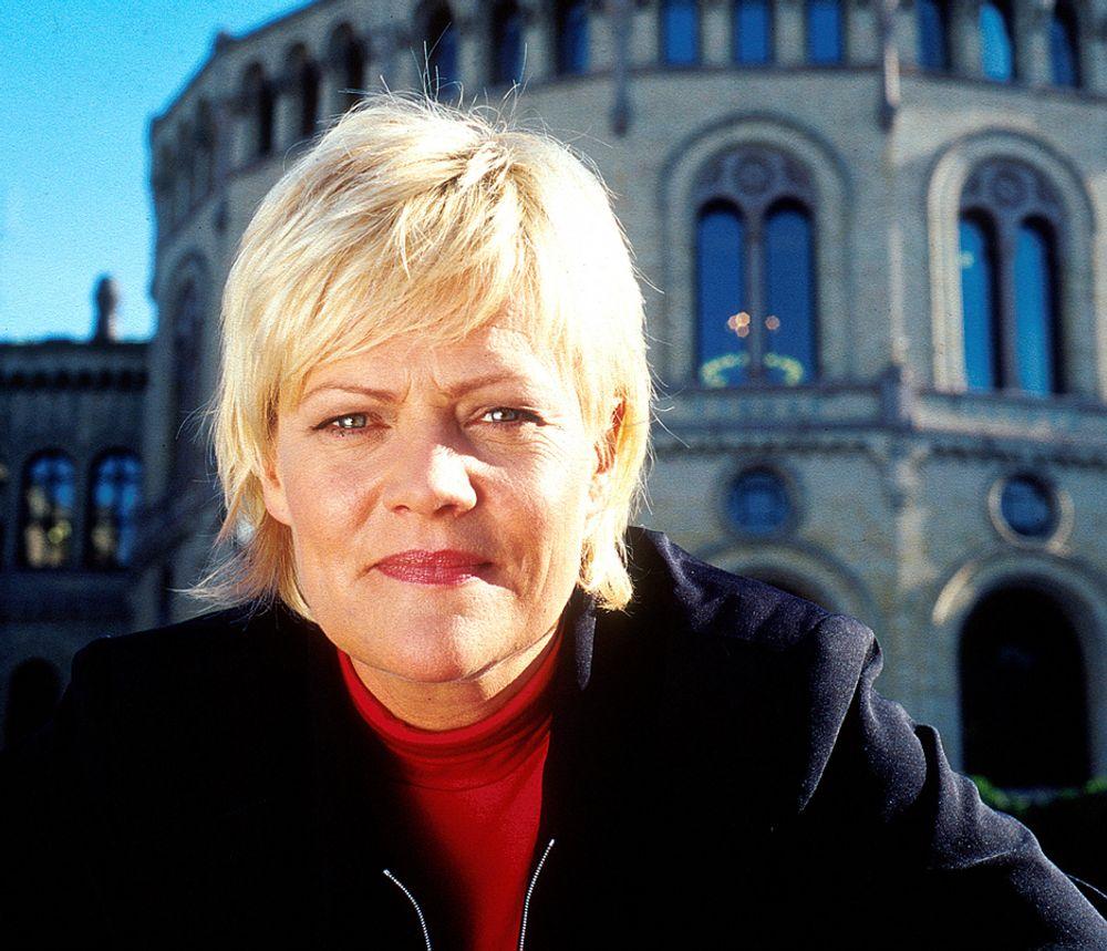 TRÅR TIL: Regjeringen ved finansminister Kristin Halvorsen (SV) varsler ny økonomisk krisepakke like etter nyttår.