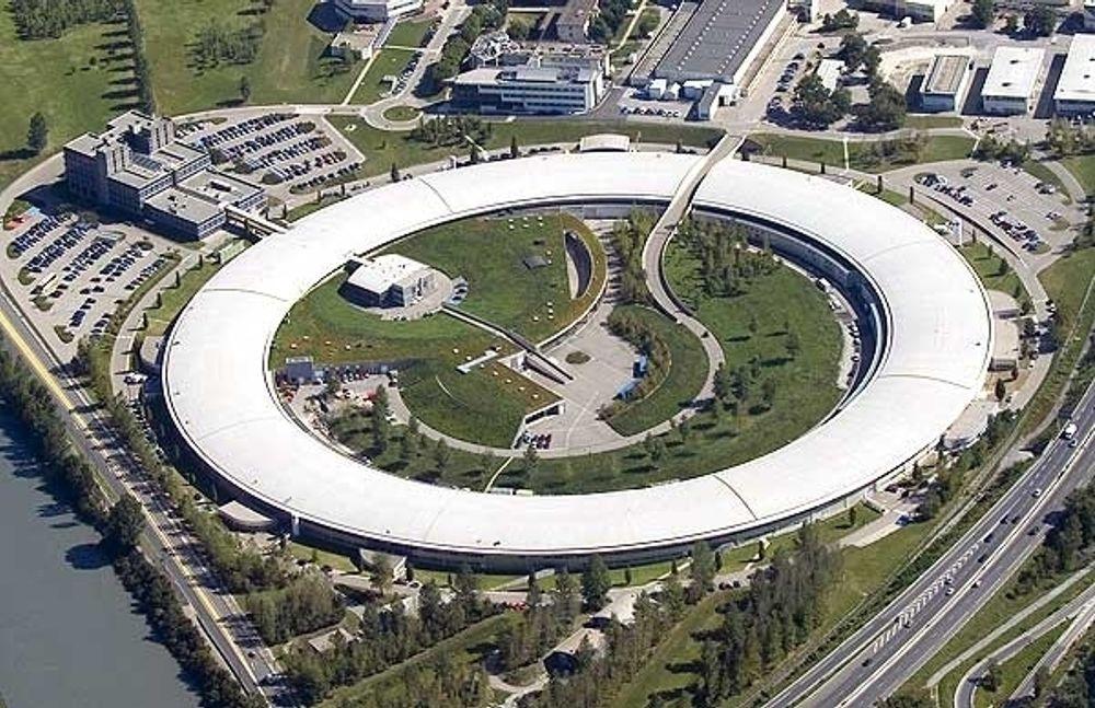 SIRKELFORSKNING: Norske forskere og industi skal få enda mer å boltre seg på i den enorme synkrotronen i Grenoble.