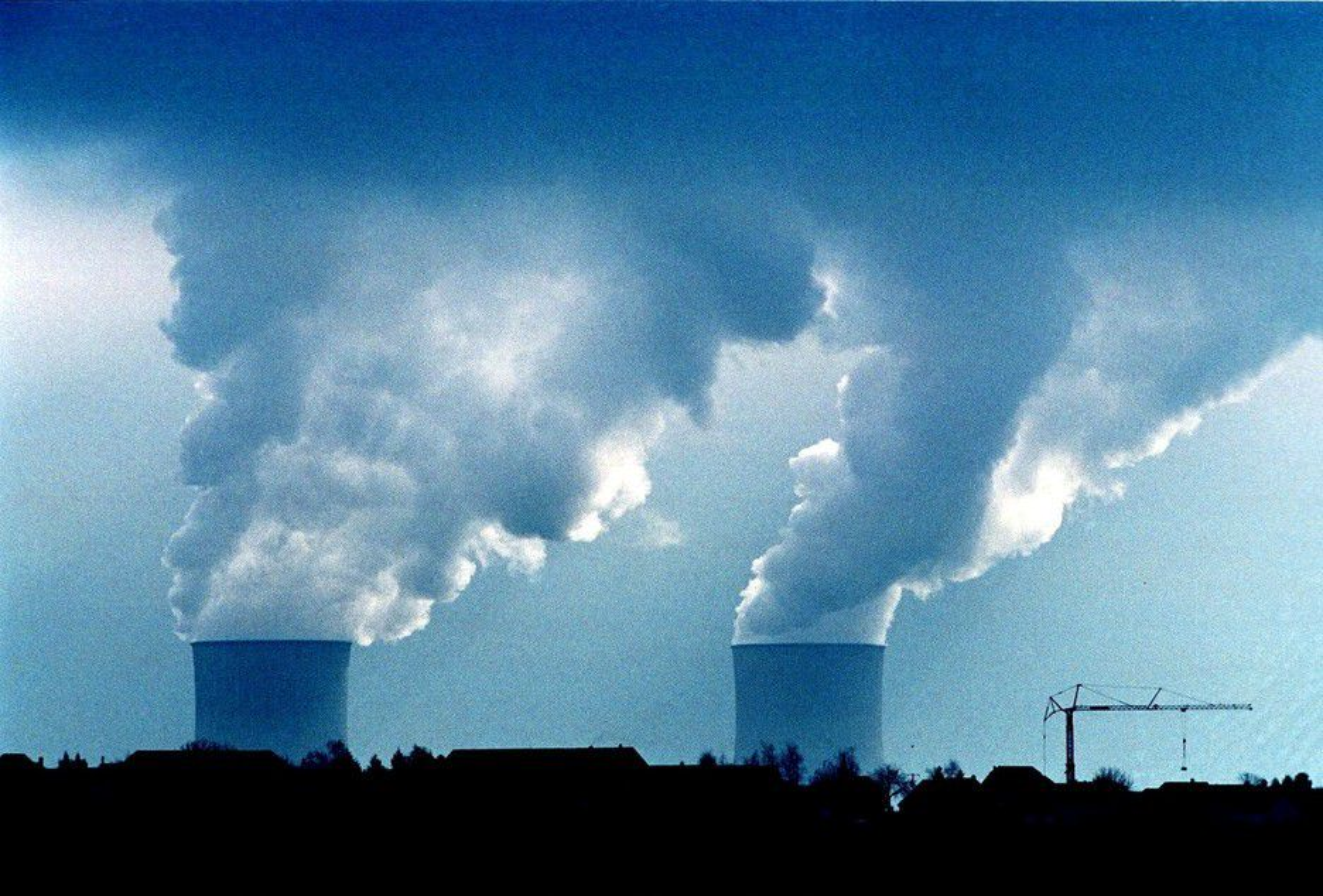 FORLENGER LEVETIDEN: Tyskland forlenger levetiden med 8 år for de eldste kjernekraftverkene og 14 år for de yngste. Opposisjonen frykter at atomstrømmen vil gjøre at det tar lenger tid å bygge ut ny fornybar energi.