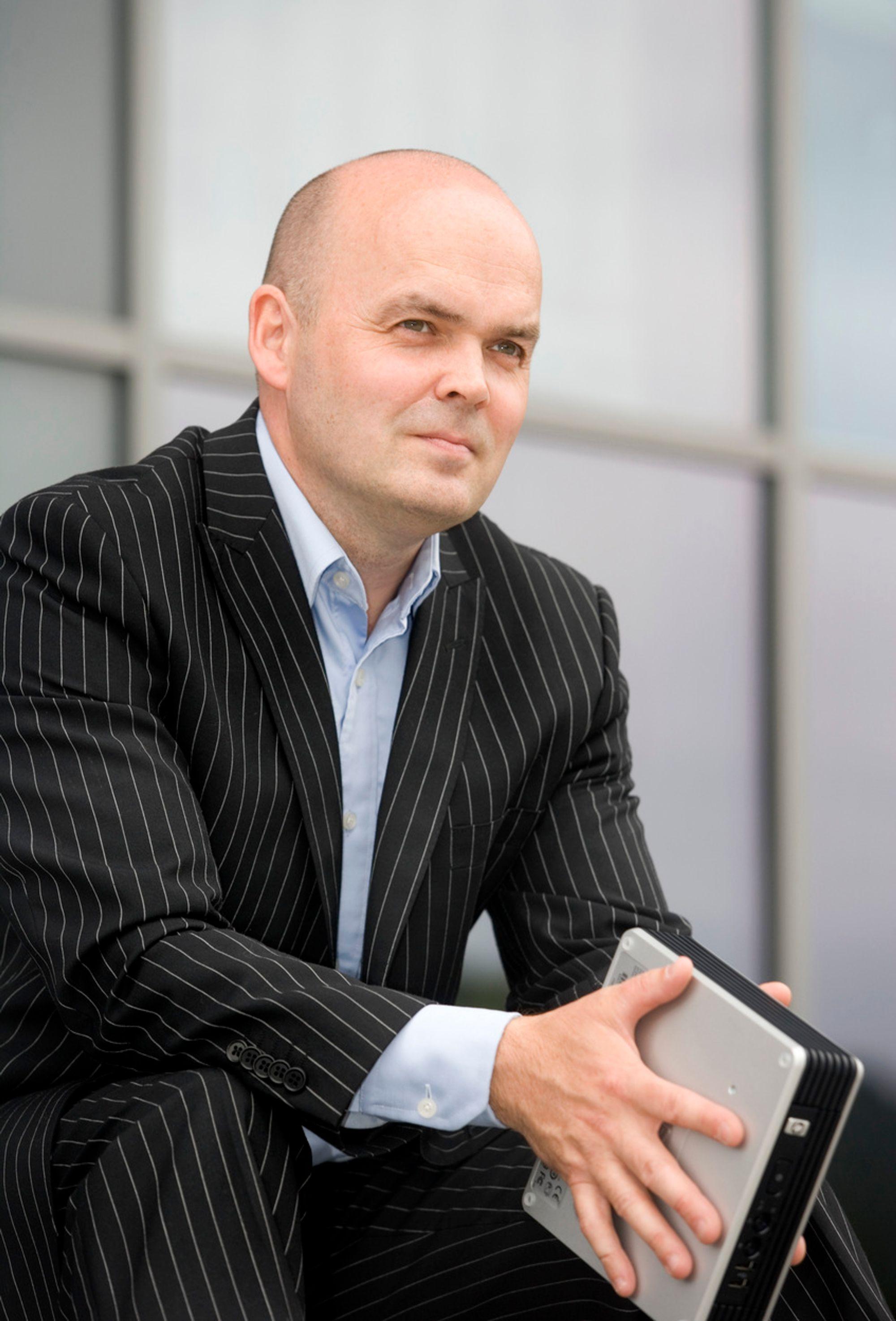 Øker. Norske bedrifter sitter ikke med hendene i fanget, men øker IT-investeringene, ifølge Sterias Anders Lindgren.