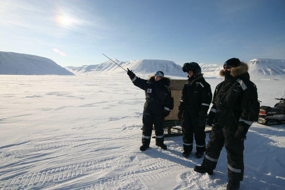 Feltarbeid på Svalbard er en naturopplevelse. Men den arktiske kulden biter også i april.