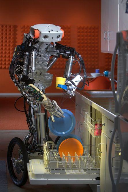 HJELP: Overraskende mange eldre godtar at roboter overtar vask og stell i hjemmet.