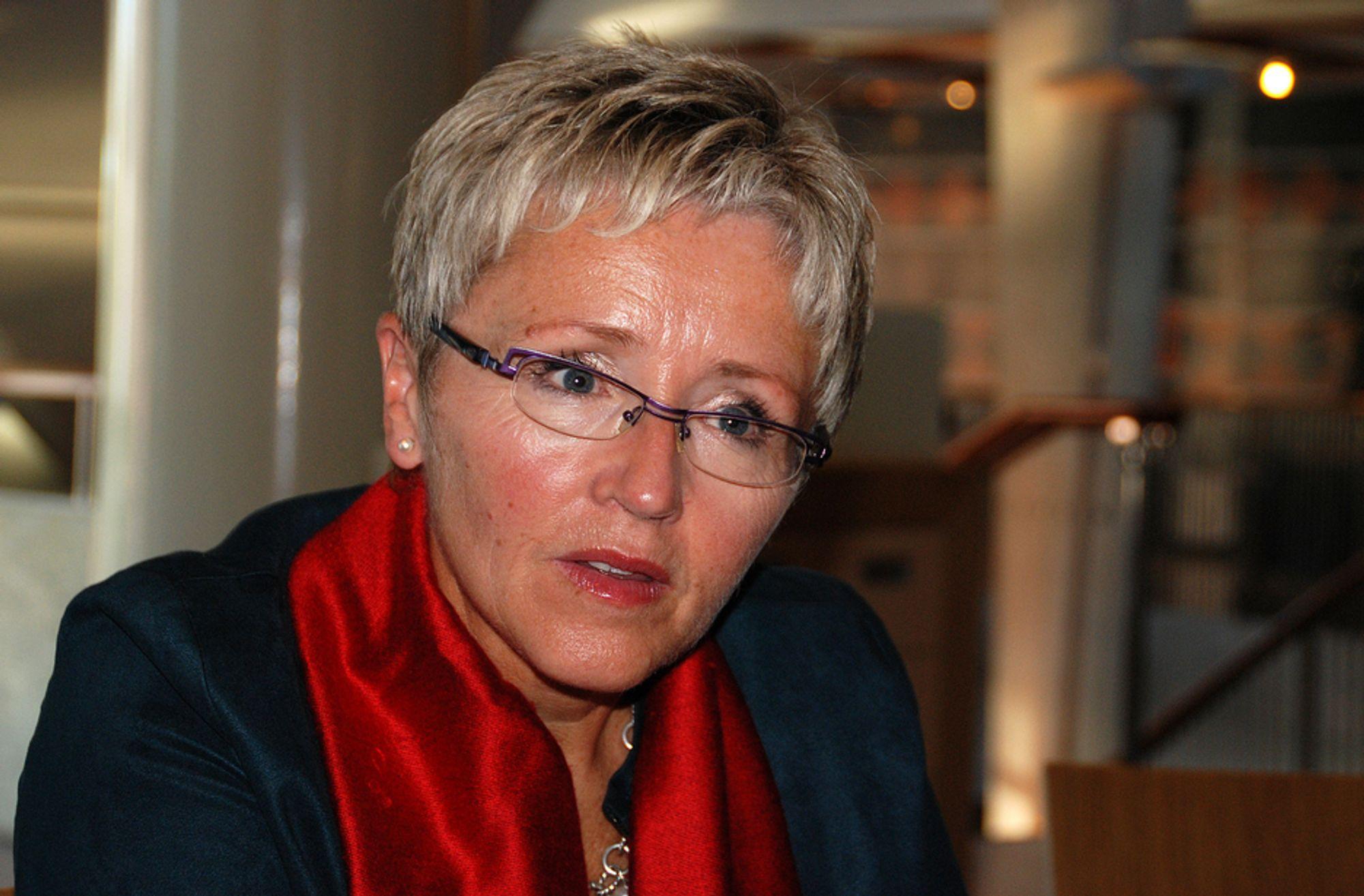 SKUFFET: - EUs kompromisskrav til bilindustrien i EU er nedslående, sier samferdselsminister Liv Signe Navarsette (Sp).