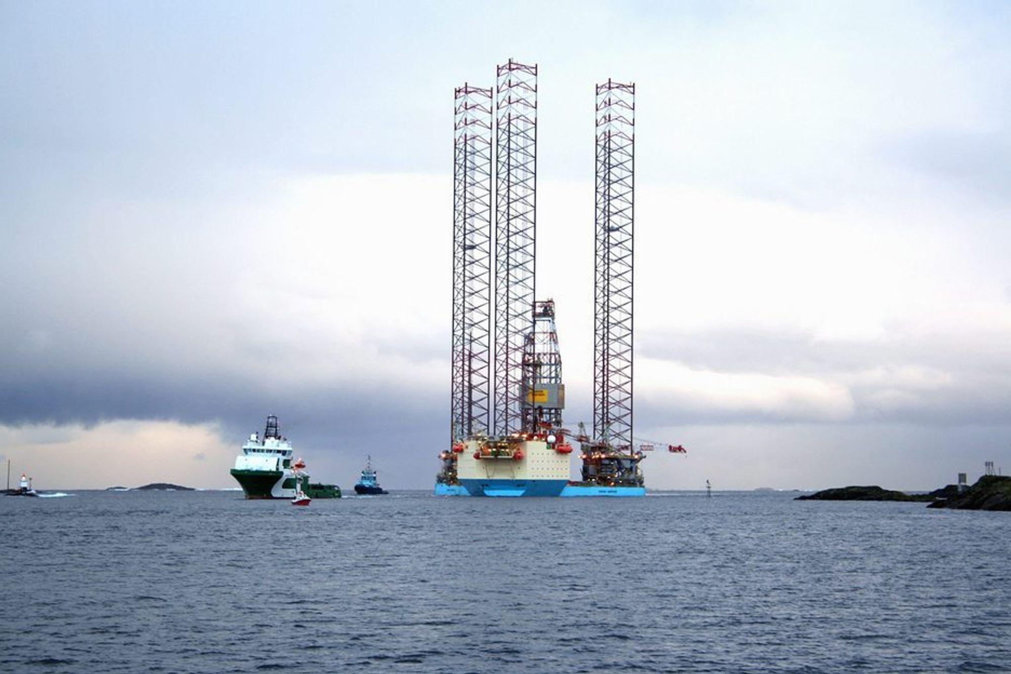 Produksjonen fra Volve er stengt på grunn av brudd på to ankerlinjer på lasteskipet Navion Saga.