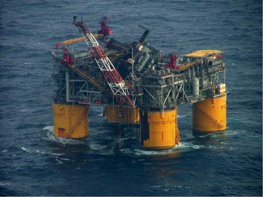 Katrina rammet oljeplattformene i Mexico-gulfen hardt. Dette er plattformen Mars, som ble nærmest totalvrak.