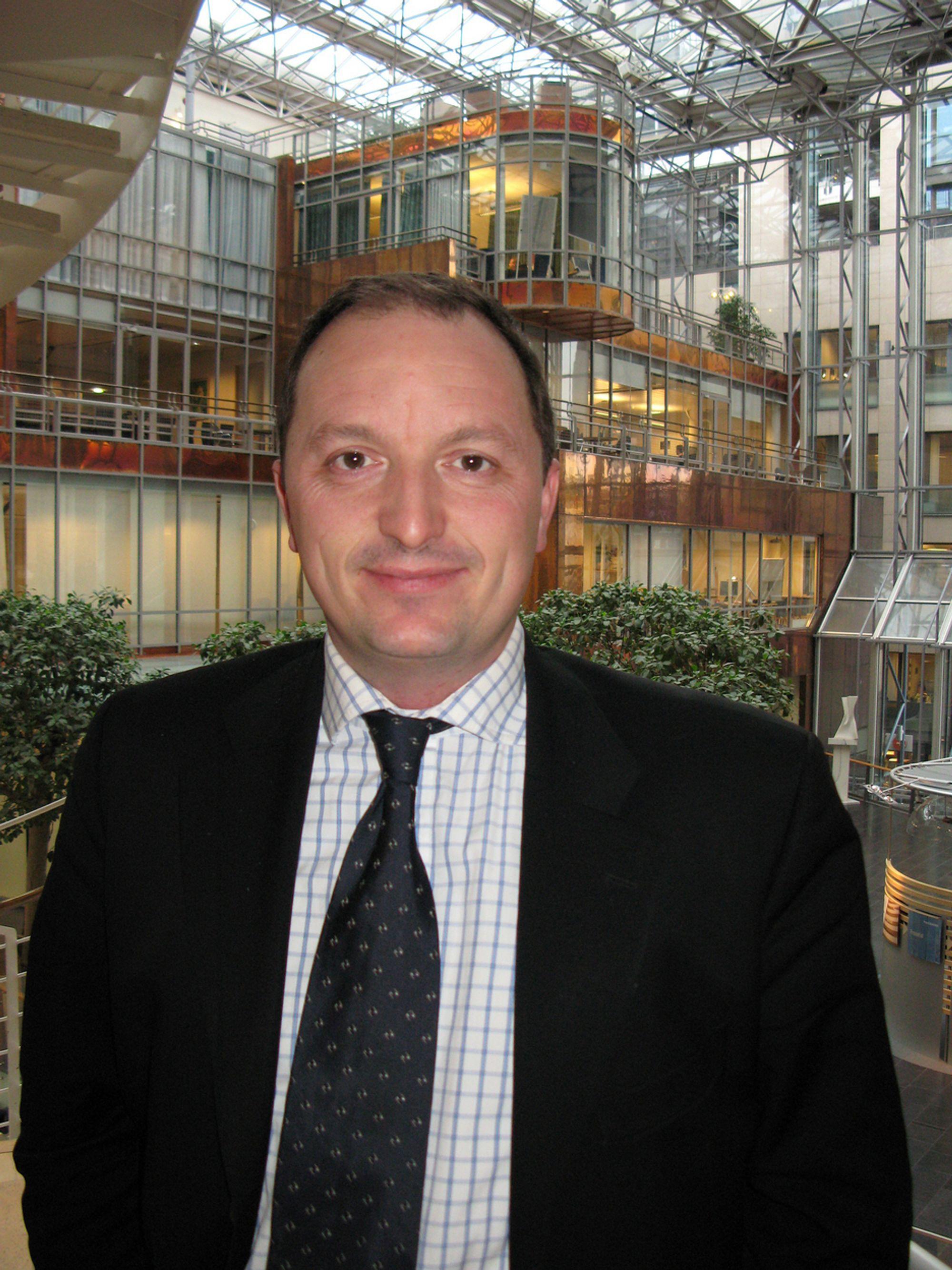 TROR PÅ BUDSJETTSPREKK: Oljeaksjeanalytiker Gudmund Halle Isfeldt i DnBNOR Markets tror Hydro vil slite i forhold til planlagt budsjett.
