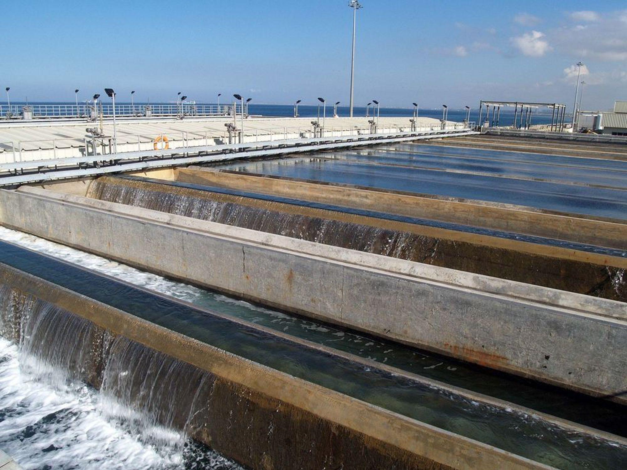 RENT VANN: Omvendt osmose gir Algerie rent drikkevann fra sjøvann. Anlegger er Afrikas største.