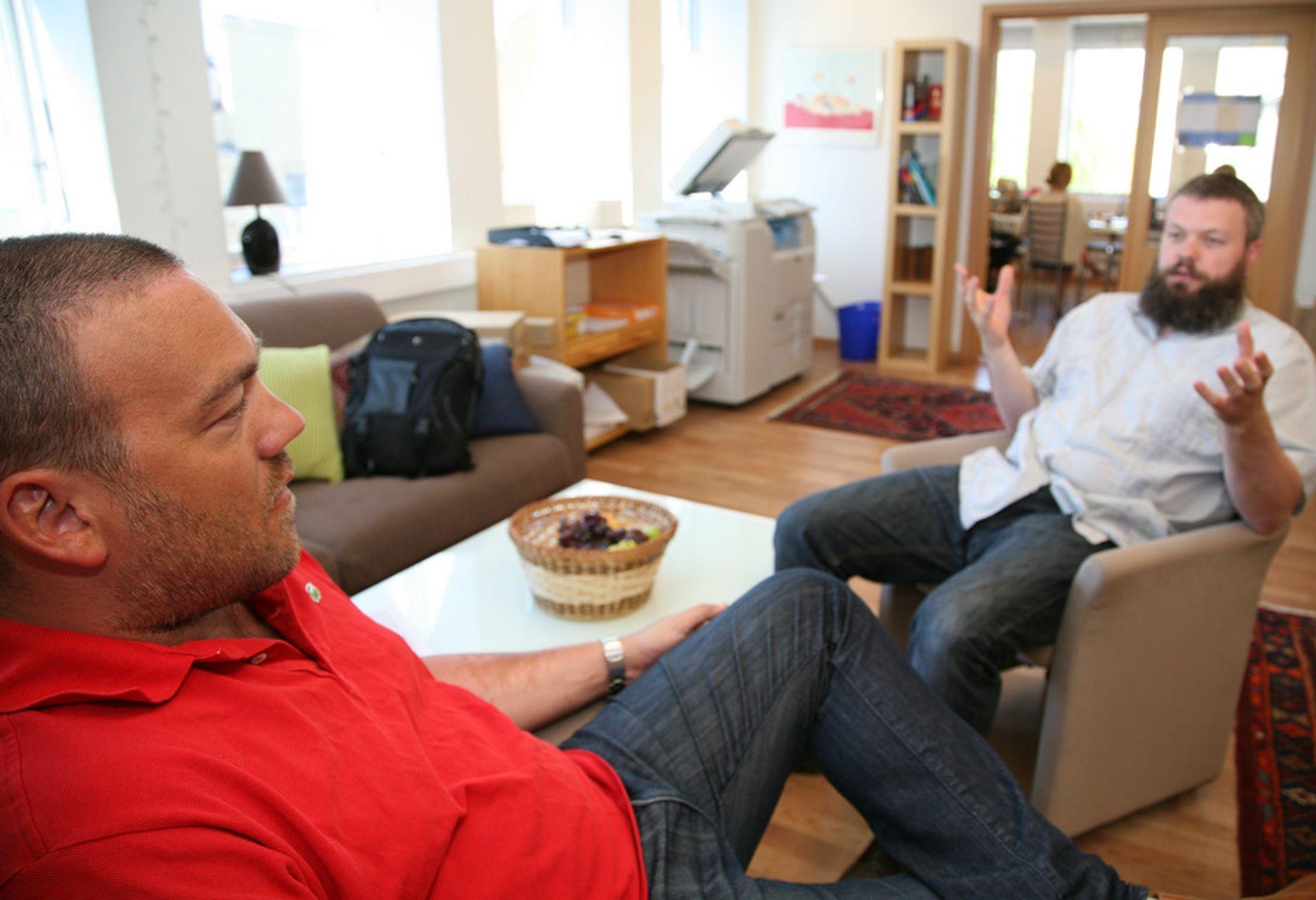 AKTIVE: IKT-Norges Fredrik Syversen (til venstre) og Torgeir Waterhouse er enige om at de har hatt nytte av studentaktivitetene de har drevet med.