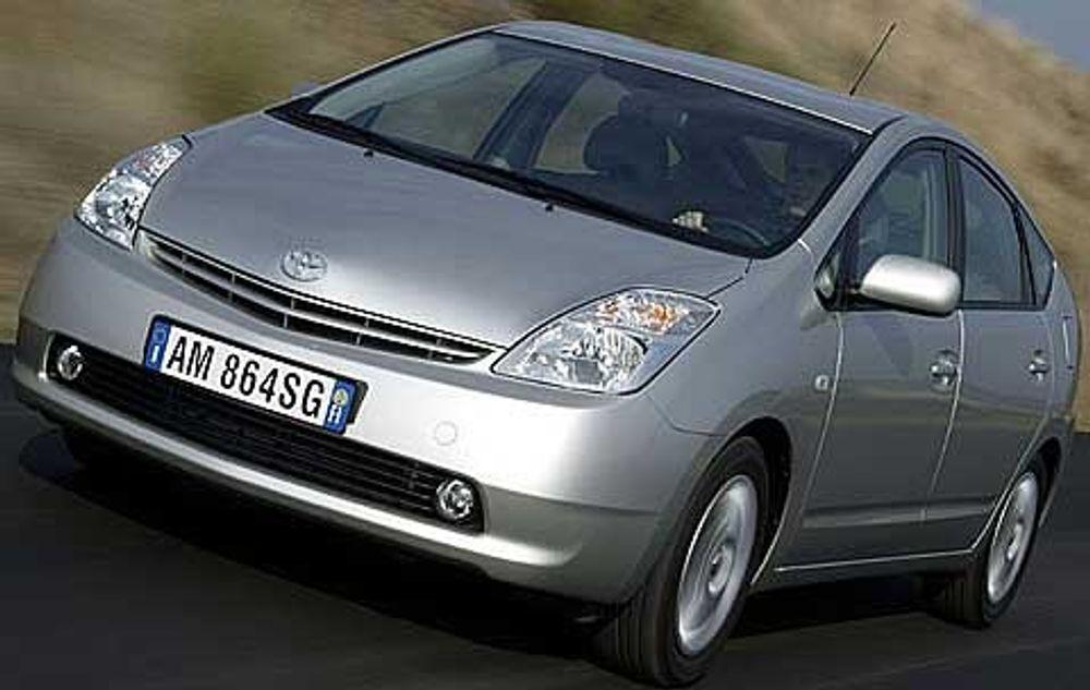 Hybridbilen Toyota Prius er en av modellene med en svakhet i styresystemet.