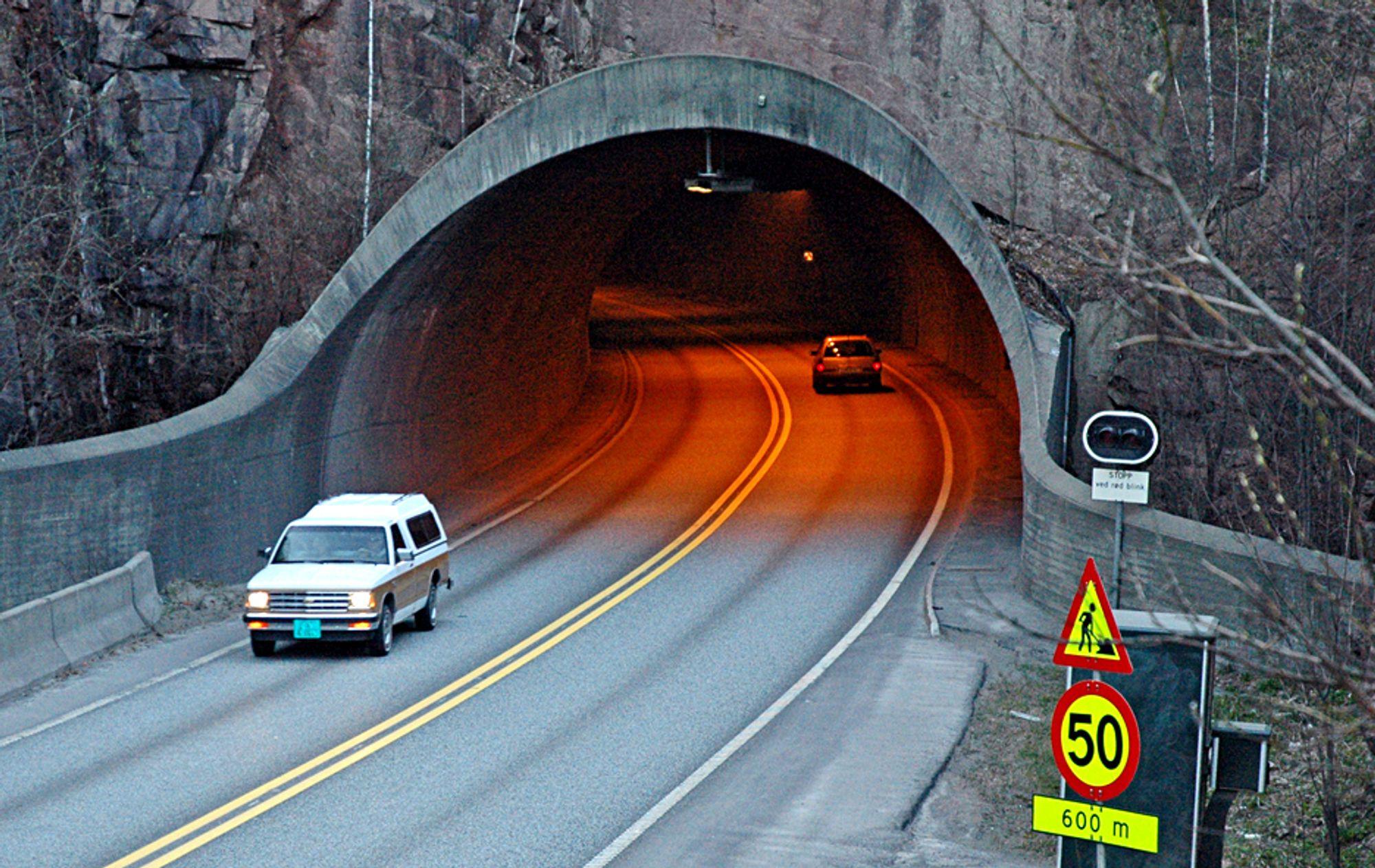 Å ruste opp Kleivene tunnel like ved Drammen sentrum vil koste under 30 millioner kroner i stedet for 81 millioner.