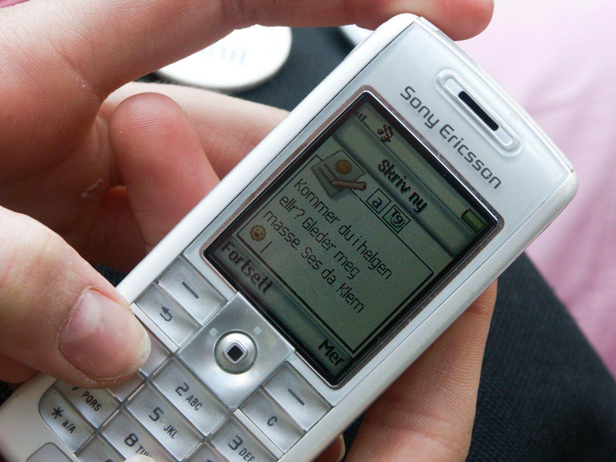Mange foretrekker å flørte via SMS, ifølge en Netcom-undersøkelse.