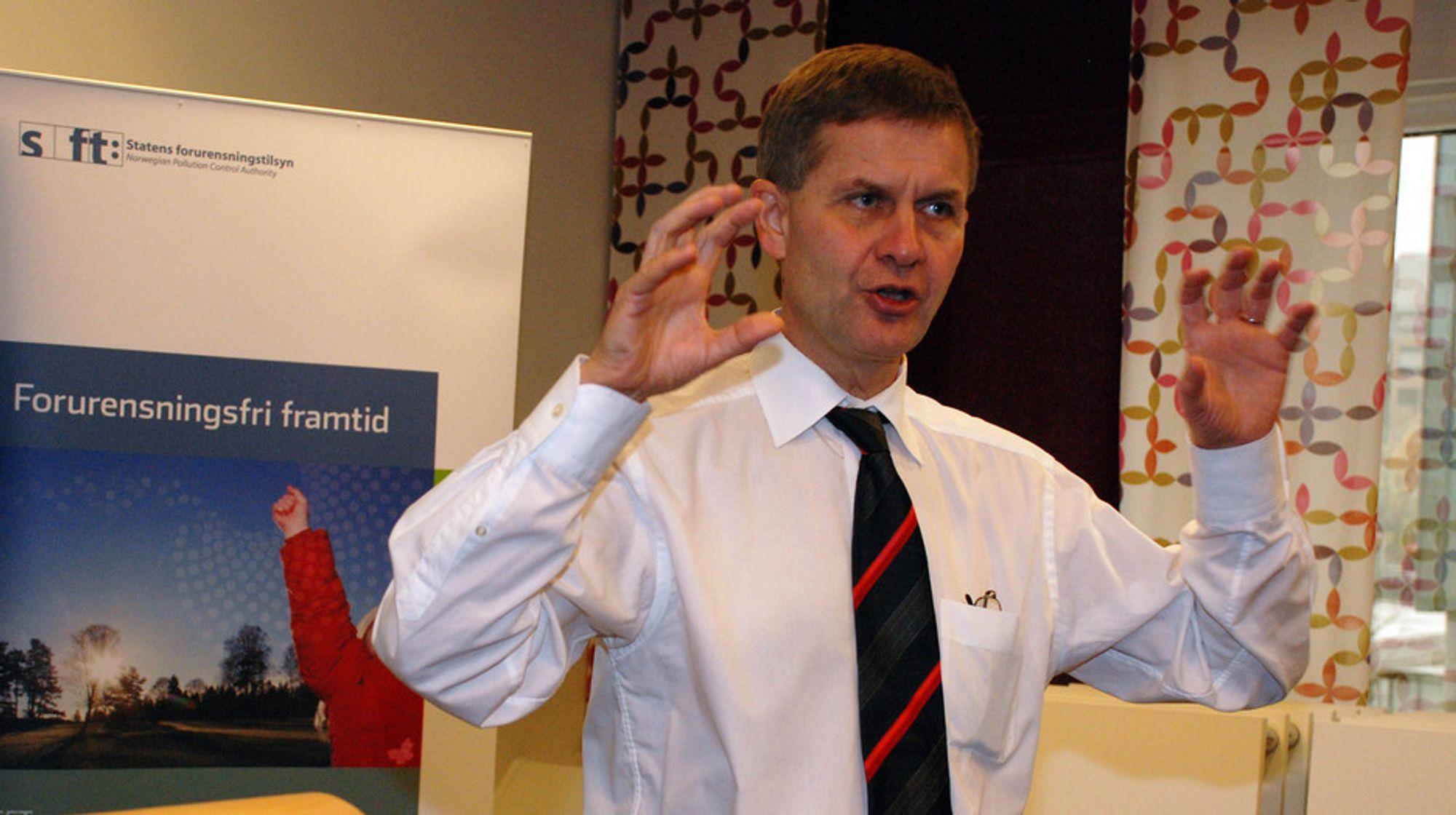 Miljøvernminister Erik Solheim har gitt uttrykk for at han helst skulle sett at StatoilHydro ikke var involvert i oljesandutvinning i Canada.