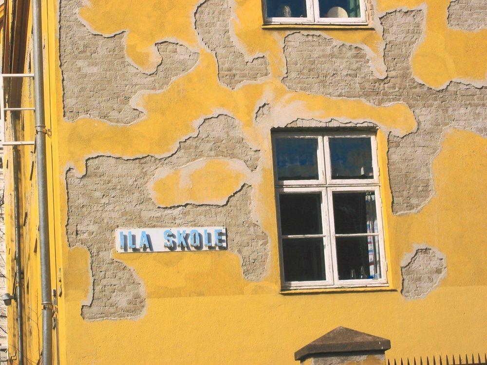 FORFALL: Skolebygg er blant bygningene som er dårligst vedlikeholdt. Dette er Ila skole i Oslo. FOTO:LEIF HAALAND