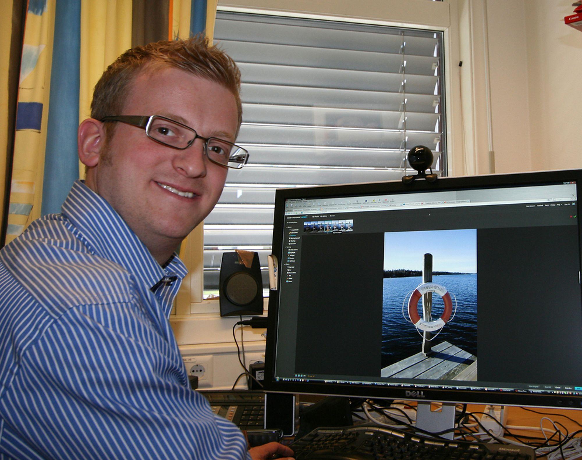 VERSÅGOD: Forretningsutvikler Fredrik Johannesson i Adobe vil at folk skal ta i bruk den gratis nettversjonen av Photoshop og håper at de skal bli ivrige nok til å kjøpe en av de vanlige utgavene.