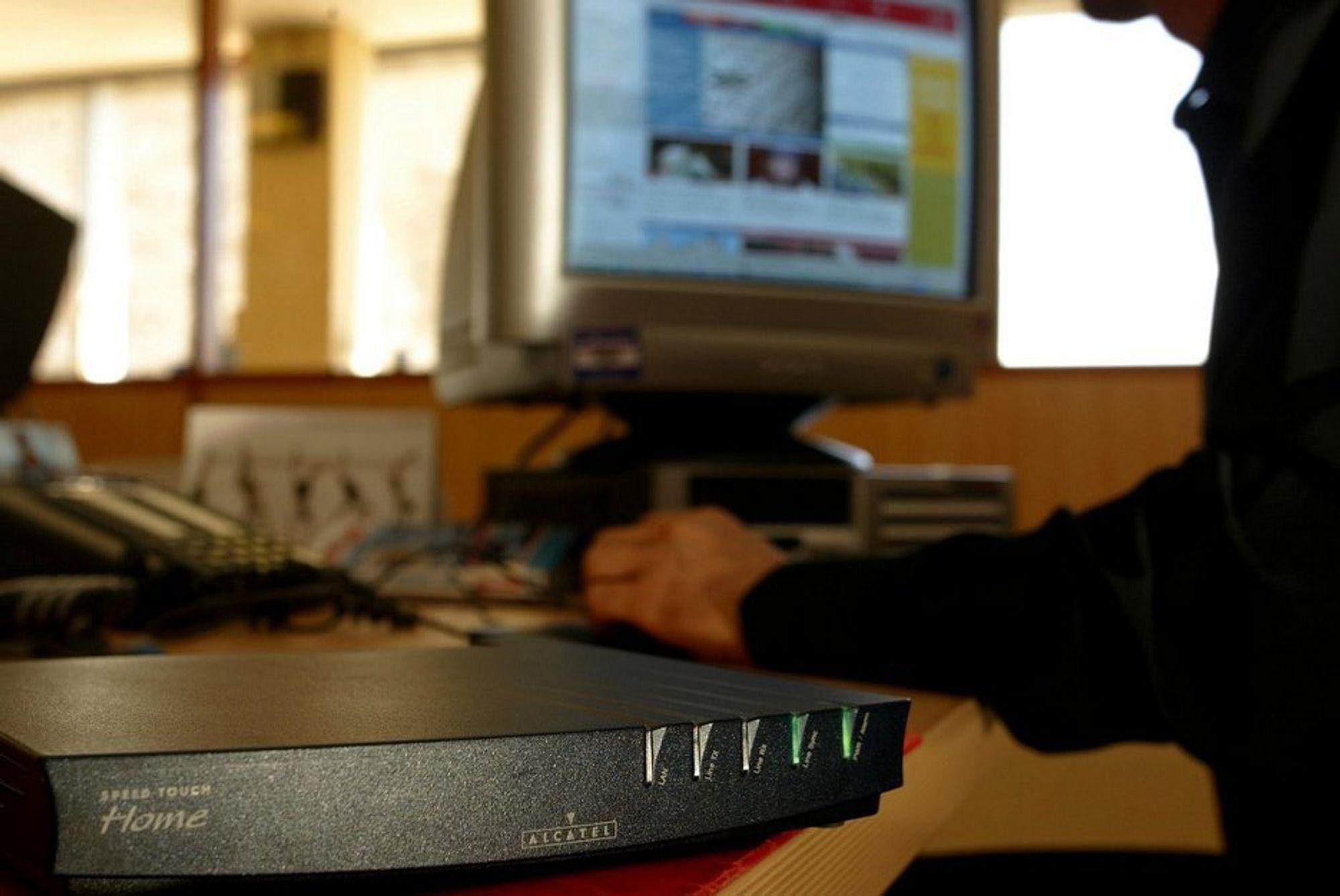 Bredbånd, datamaskin, adsl, modem, internettsurfing.