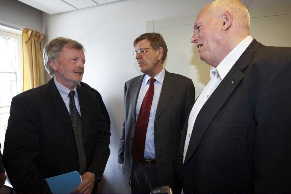 Riksmeklingsmann Svein Longva (f.v), NHO-sjef Finn Bergesen jr. og LO-sjef Roar Flåthen startet i helga innspurten i meglingen om årets lønnsoppgjør.
