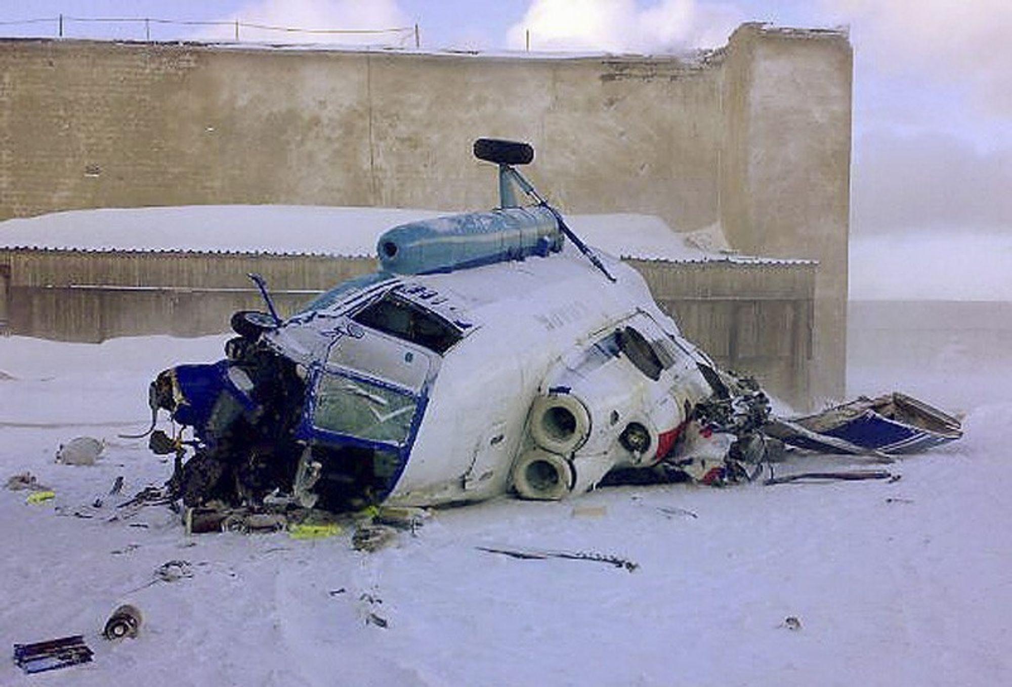Helikopteret av typem Mil Mi-8 styrtet på landingsbasen på Kapp Heer ved Barentsburg søndag ettermiddag.