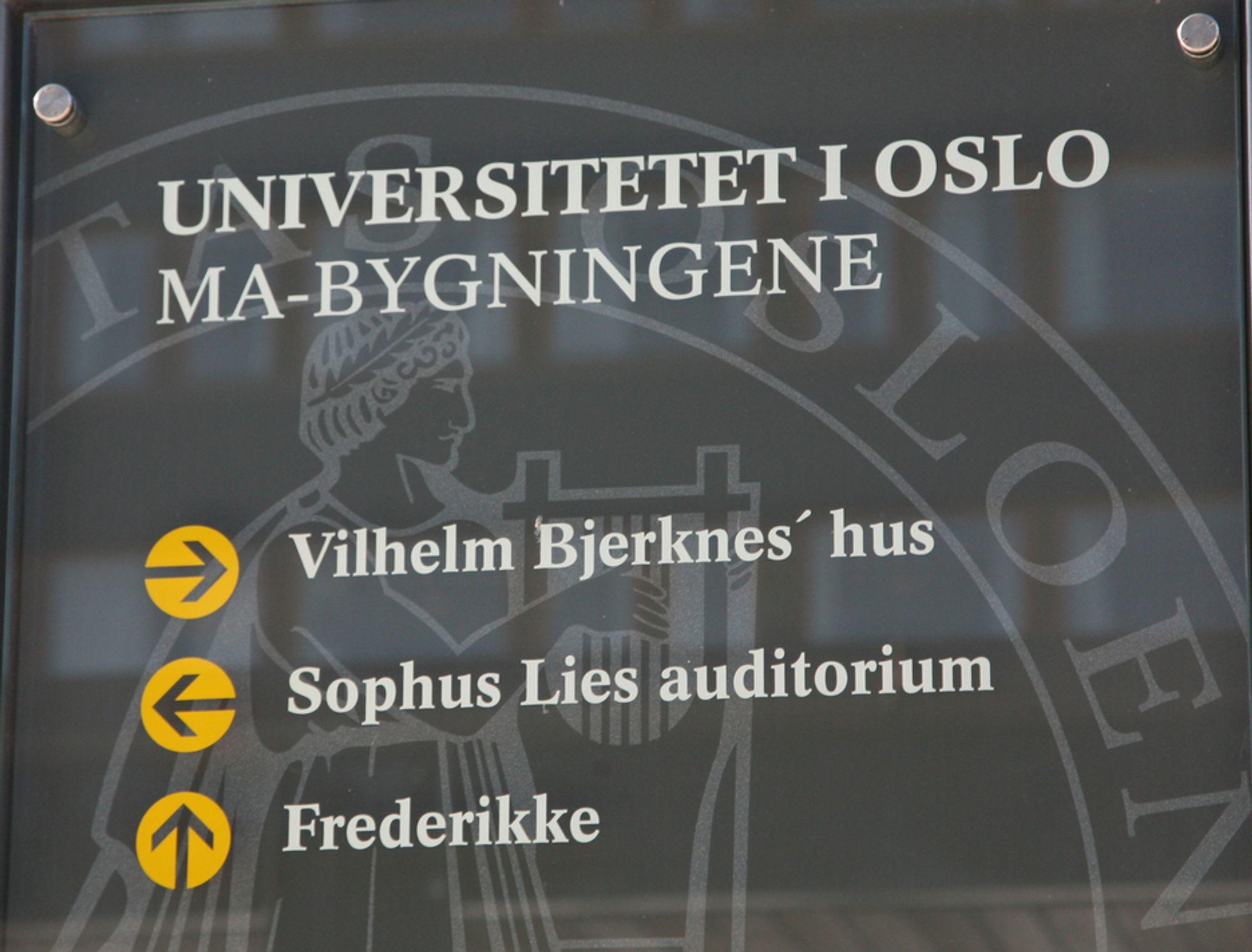 Skilt ved Matnatbygningene på Universitetet i Oslo. Realfag. Teknologi. Teknologiske fag. Siving. Studier. Studenter. Utdanning. Arbeidsliv. Lønn. Karriere. Jobb.
